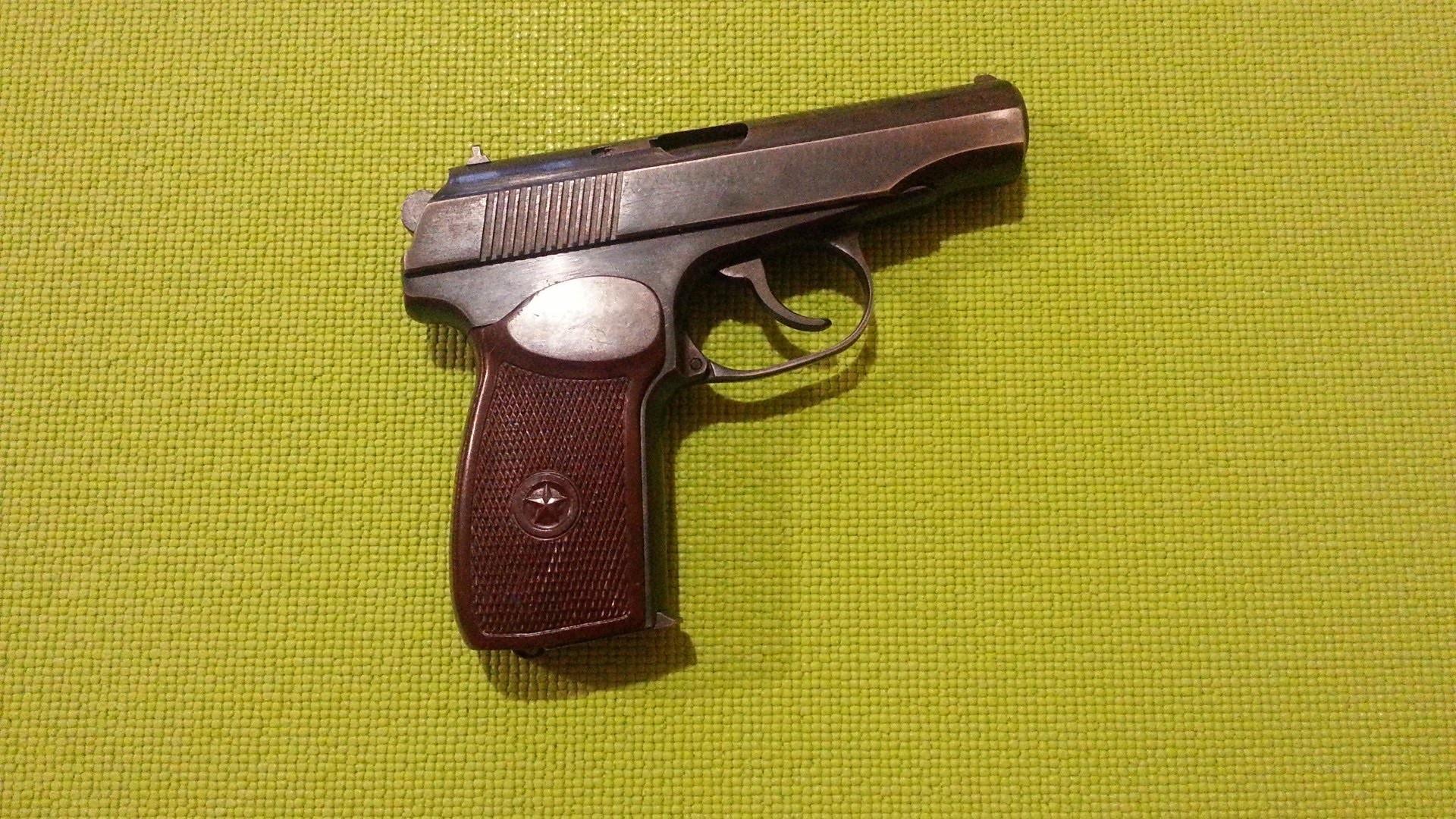 Makarov pistol (PM 9 mm) wallpaper