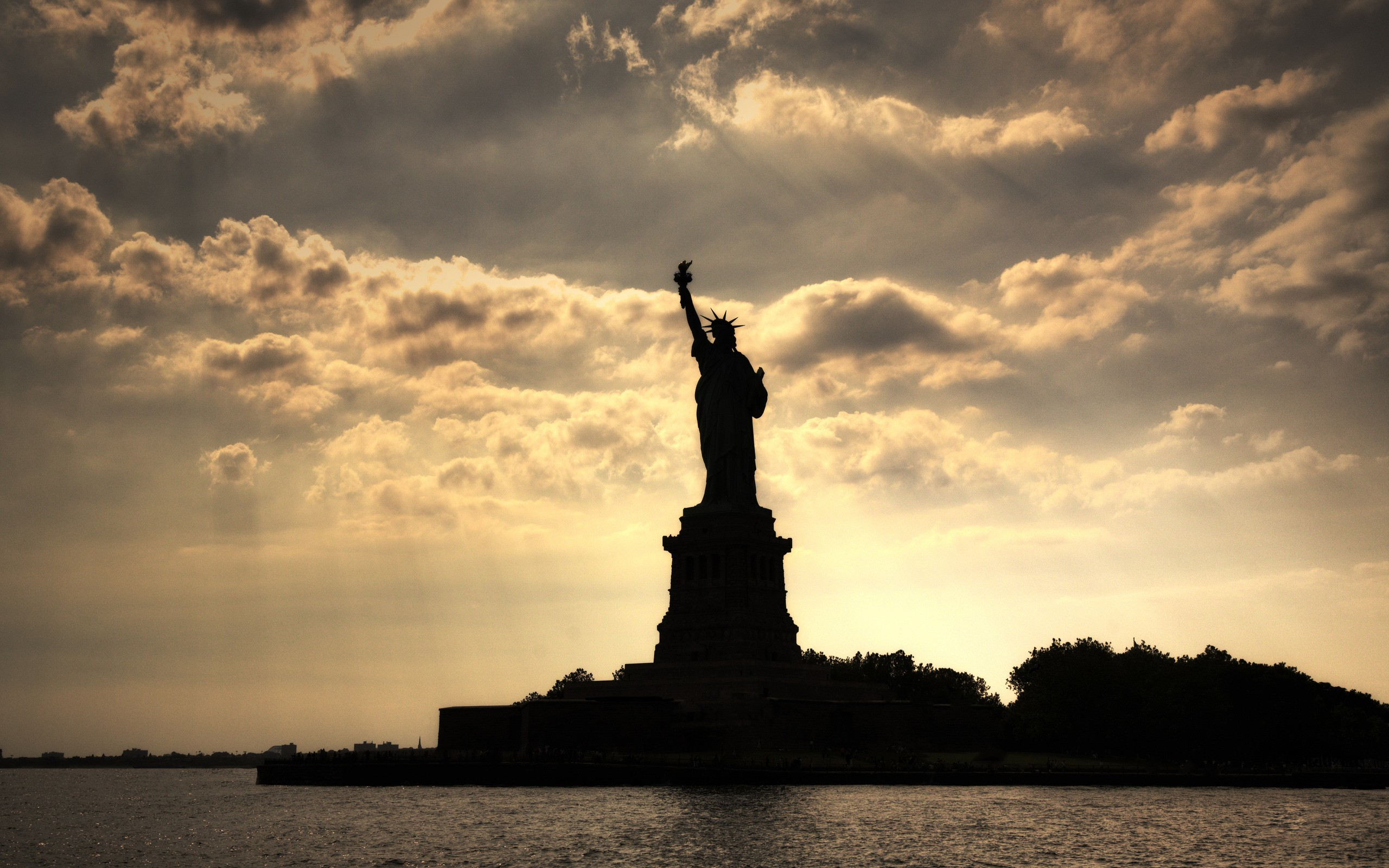 Colossal Statue Of Liberty Wallpaper – Travel HD Wallpapers