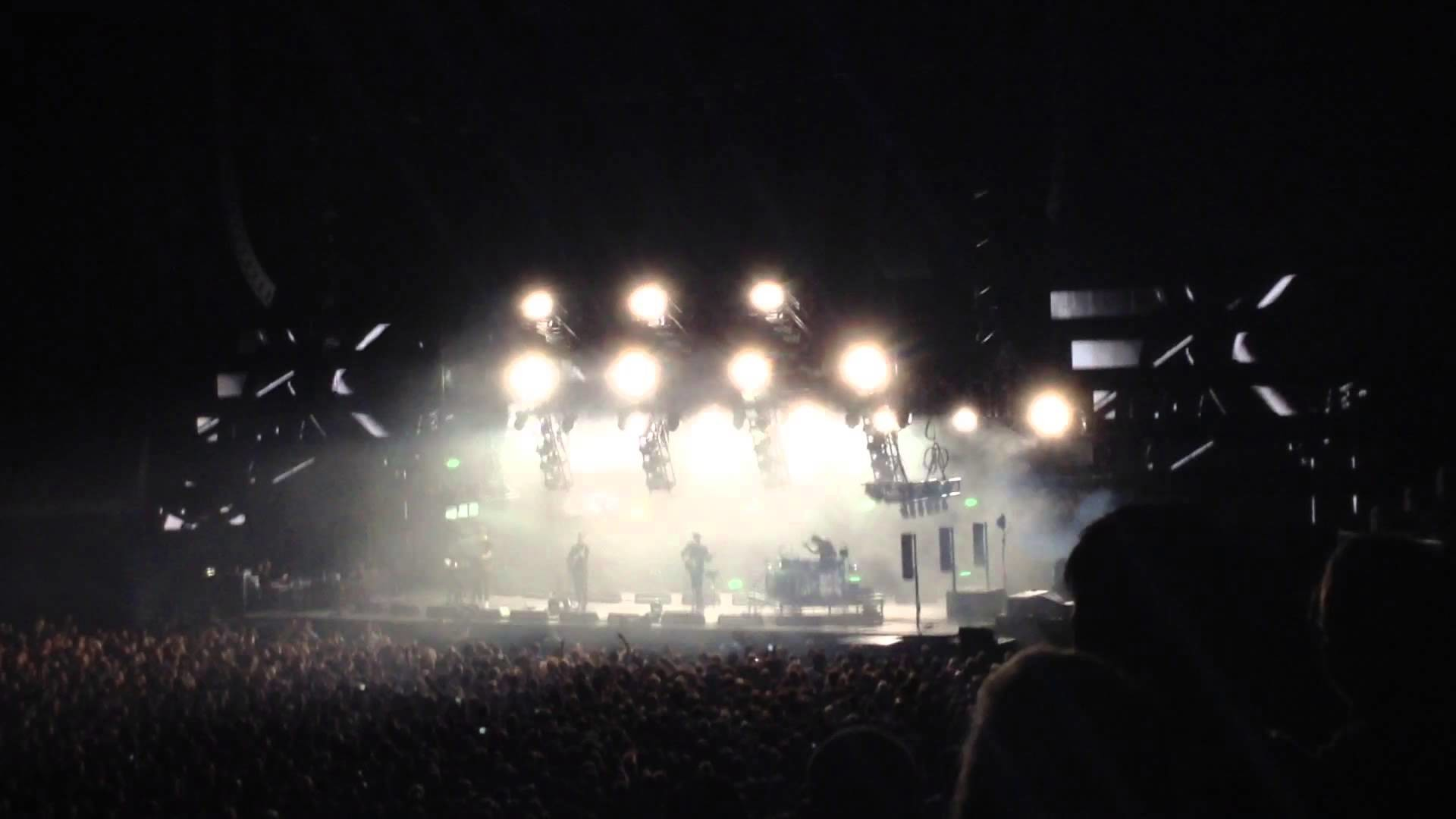 """Alt-J perform """"Every Other Freckle"""" live at the O2 Arena, London (24  January 2015)"""