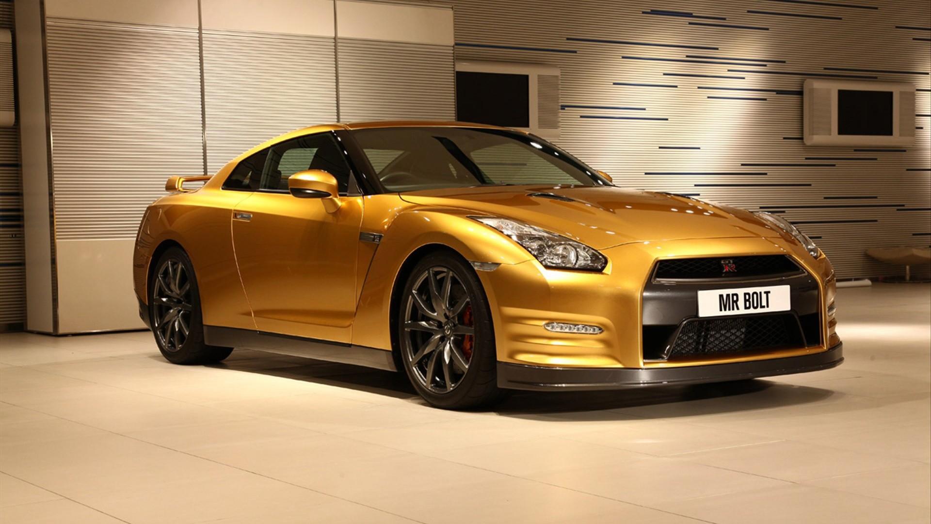 Wallpaper: Nissan GT R Gold