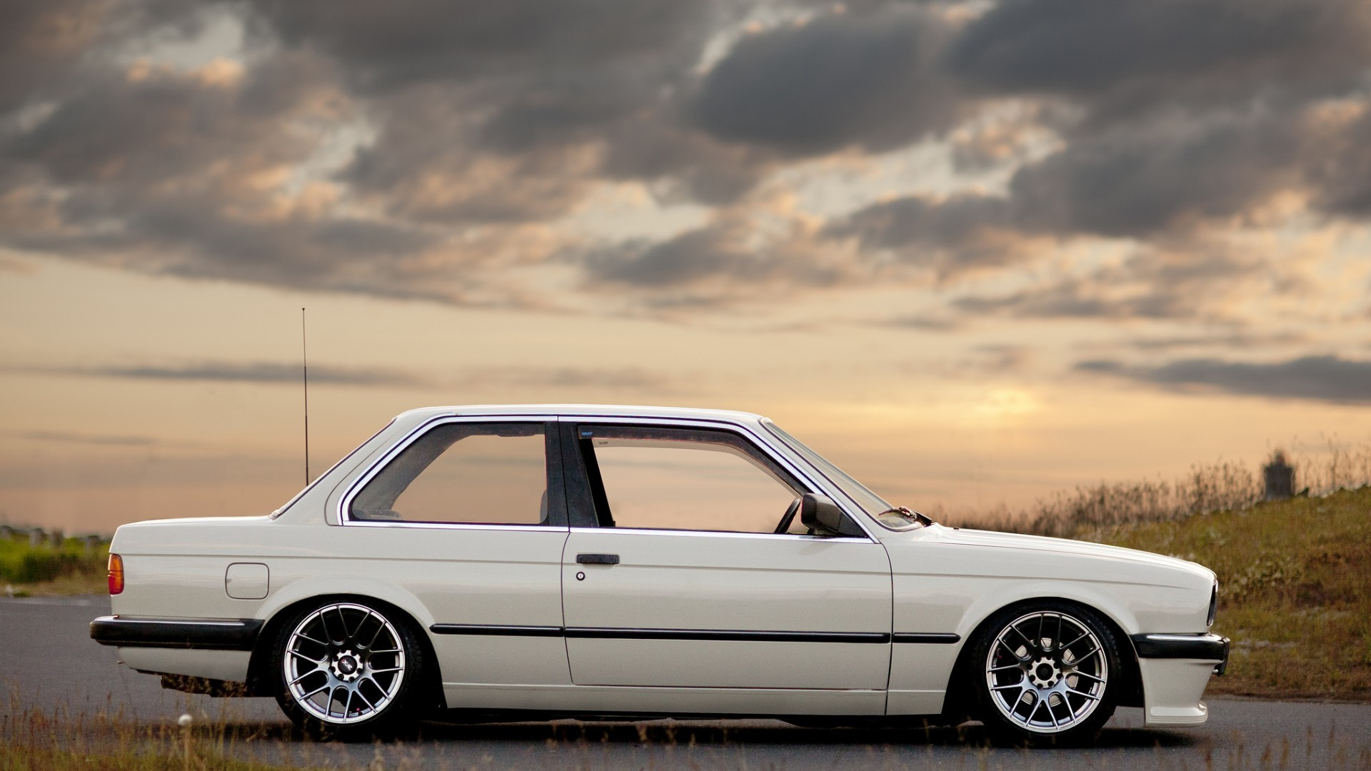 Bmw E30 Full HD Background https://wallpapers-and-backgrounds.net