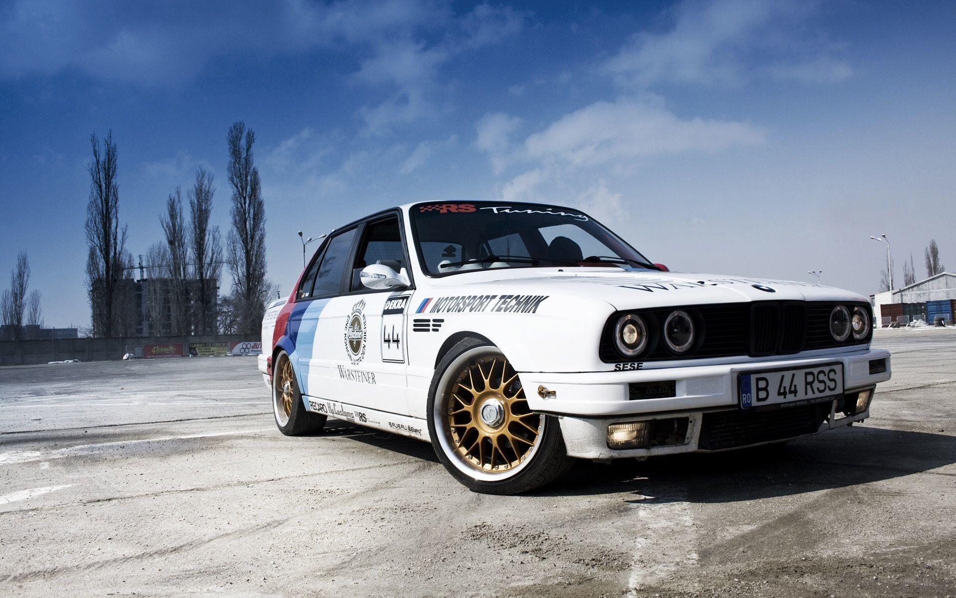 BMW 3 Series Sedan E30 white car Wallpaper