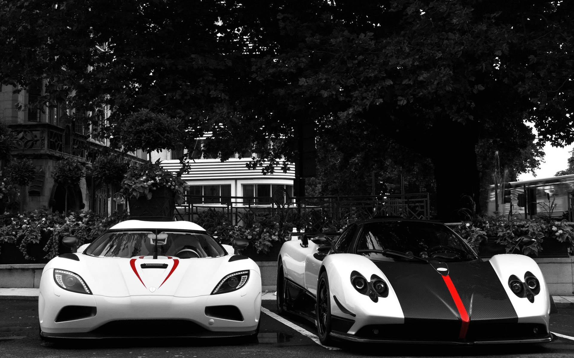 White Koenigsegg Agera R VS Black & White Pagani Zonda wallpaper