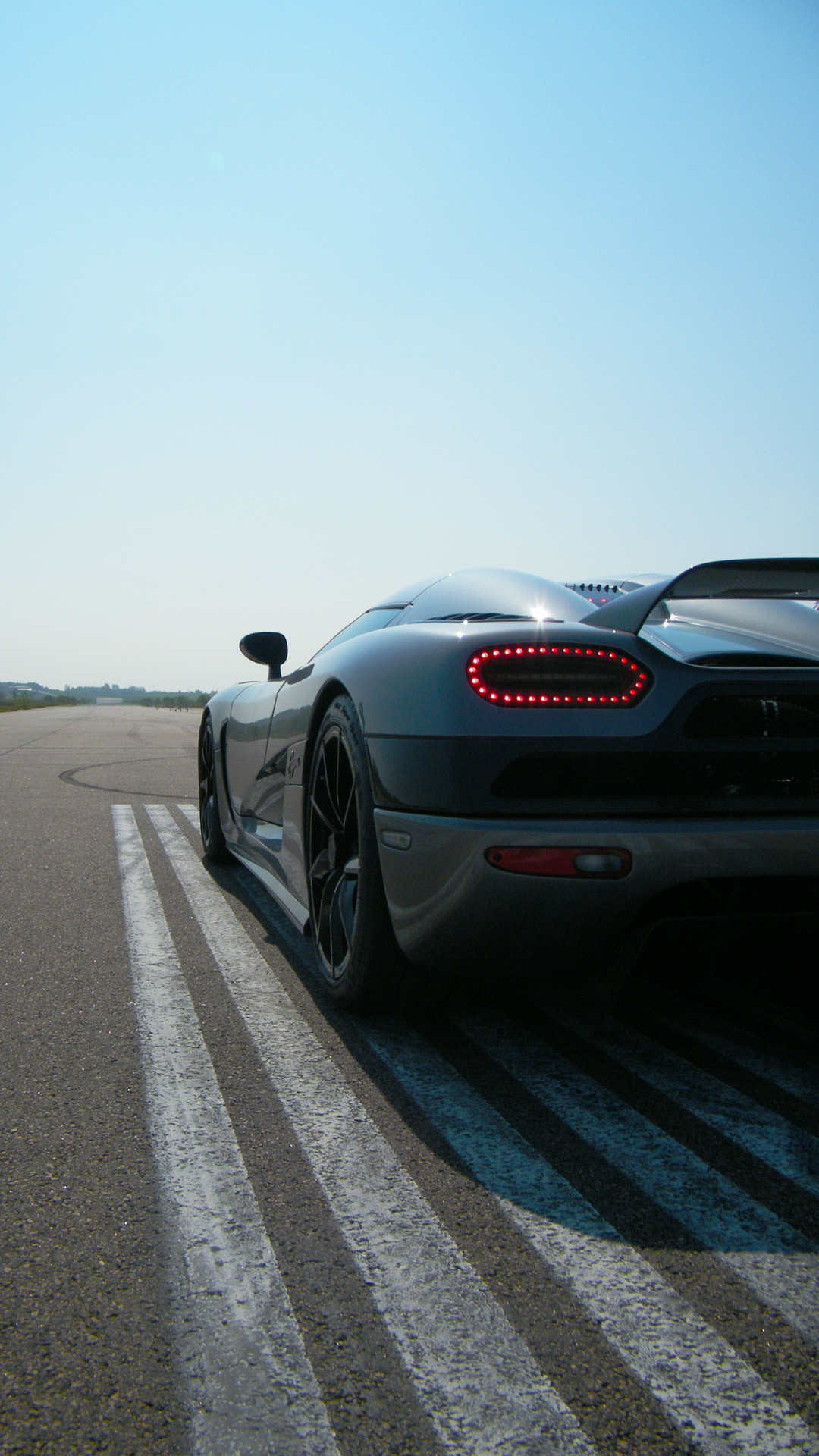 Black Koenigsegg Agera R – Best htc one wallpapers