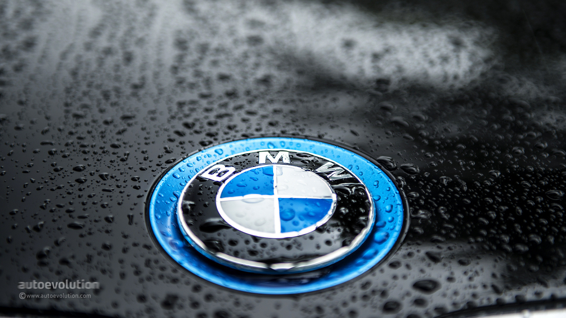 Not too long ago, people couldn't have immagined this famous roundel  surrounded by the blue of the green motoring sea and yet here it is. Mind  you, BMW has …