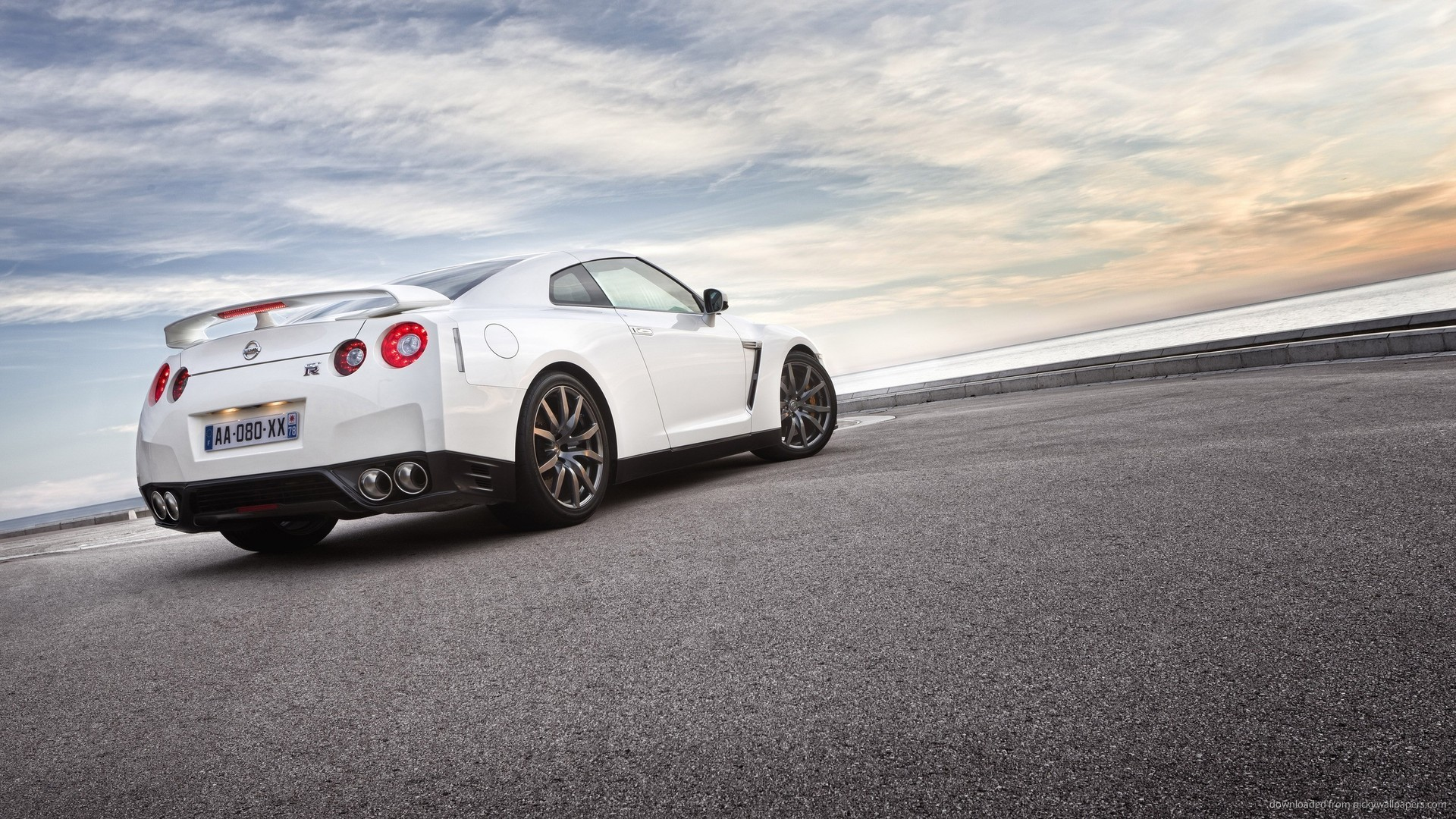 White Nissan GT-R On The Embankment for 1920×1080