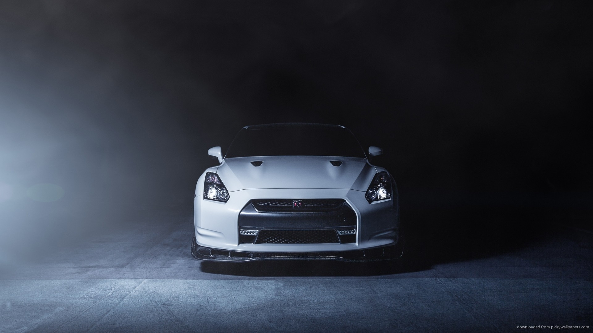 White Nissan GTR Widescreen Wallpaper picture