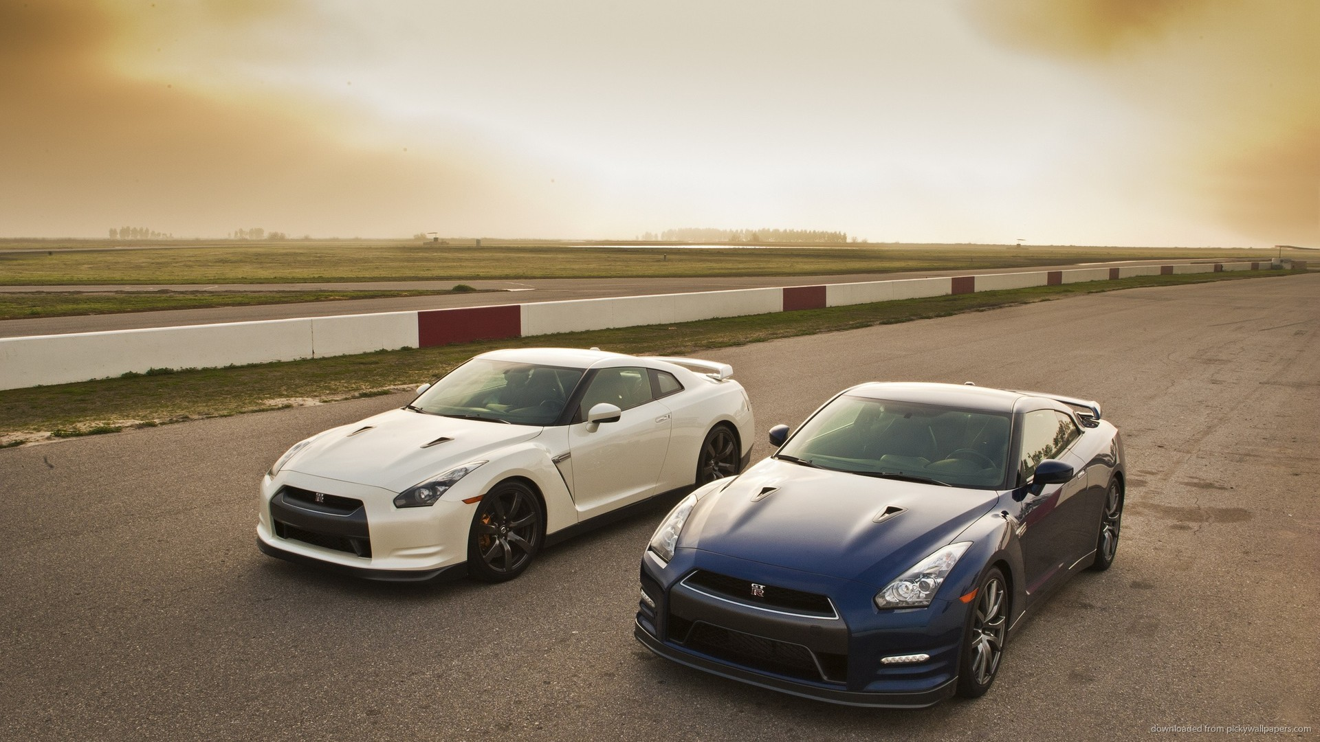 Two Nissan GT-R 2013 for 1920×1080