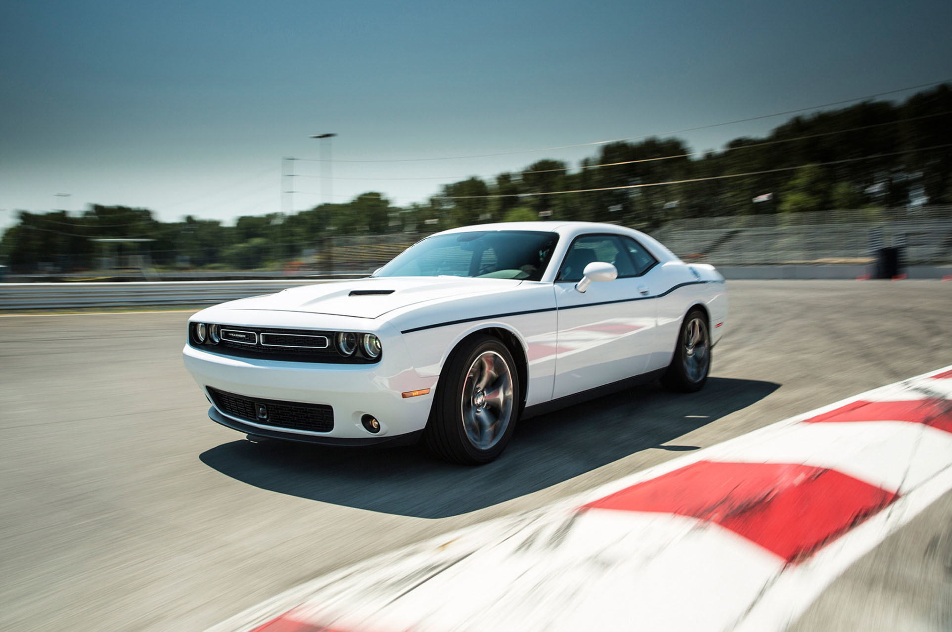 2015 Dodge Challenger SRT 392 White HD Wallpaper