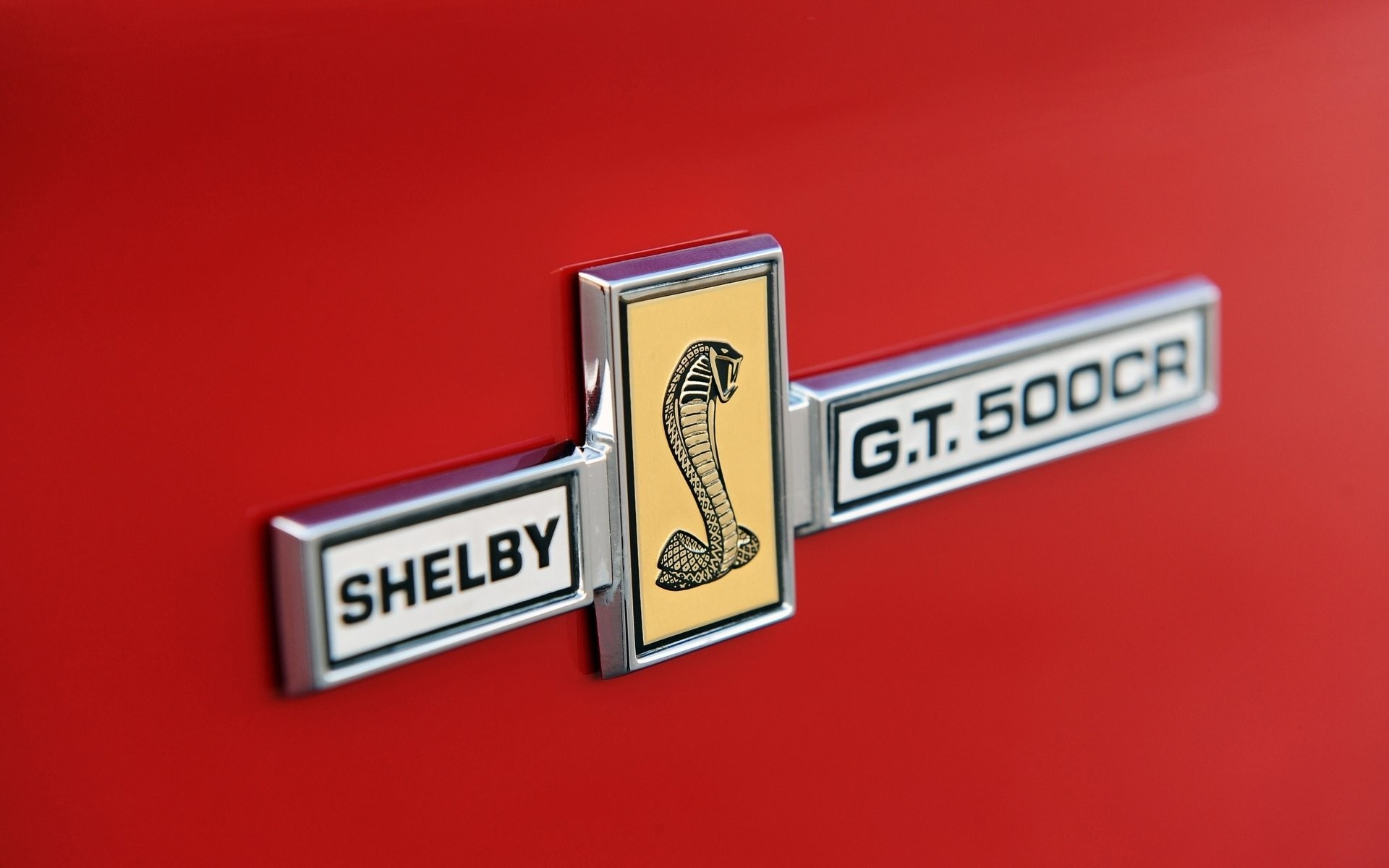 classic recreations ford mustang shelby gt 500cr convertible ford mustang  shelby convertible label emblem cobra close