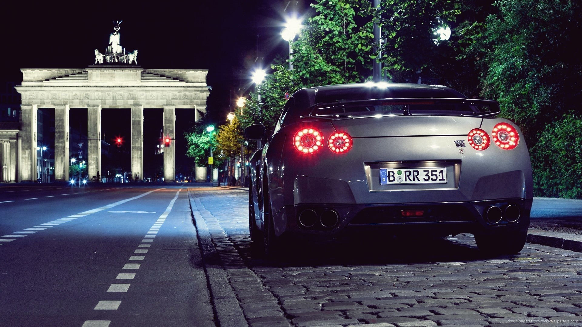 Nissan GTR Rear View Wallpaper picture