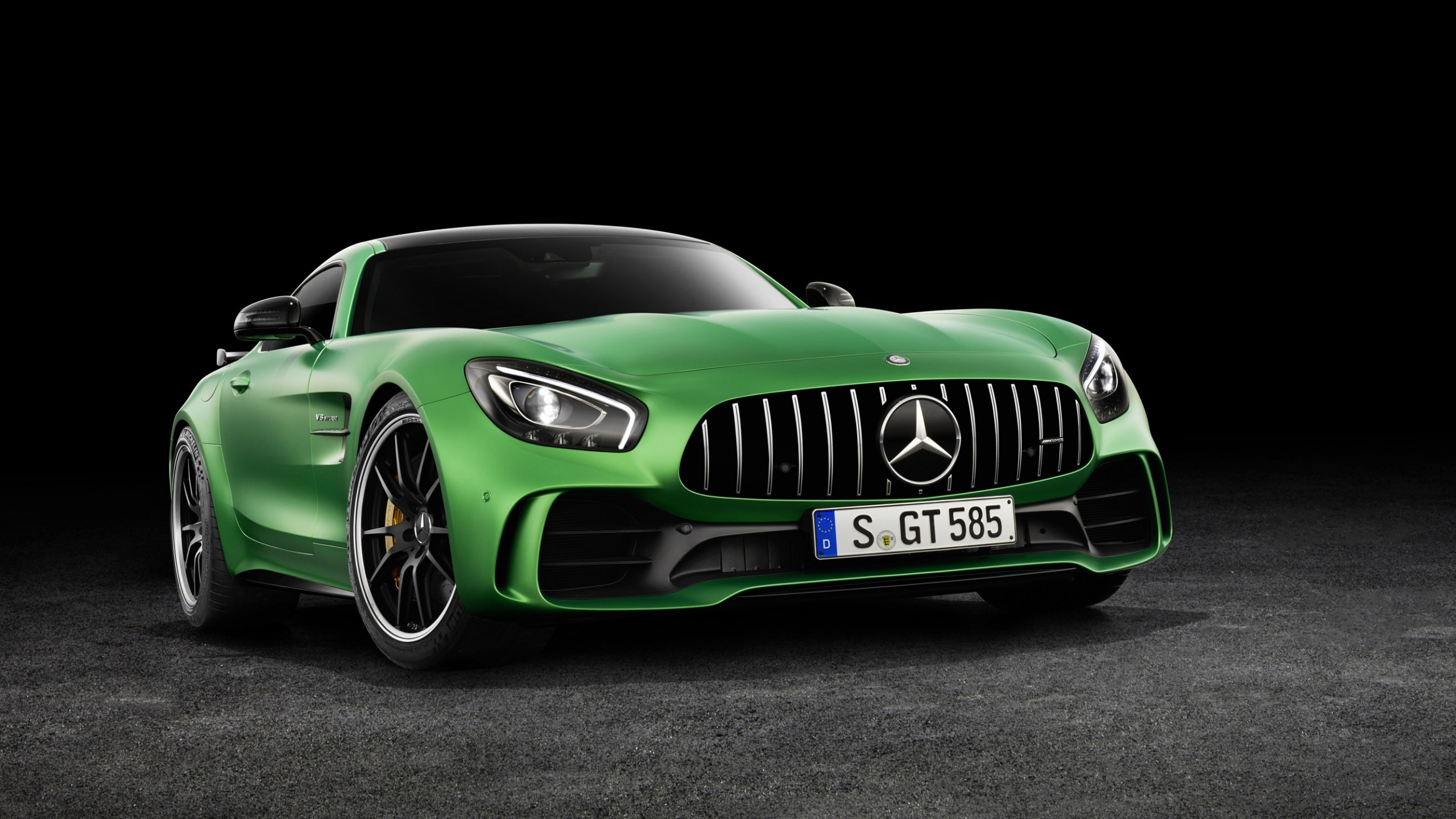 Automotive / Cars / Mercedes-AMG GT R Wallpaper
