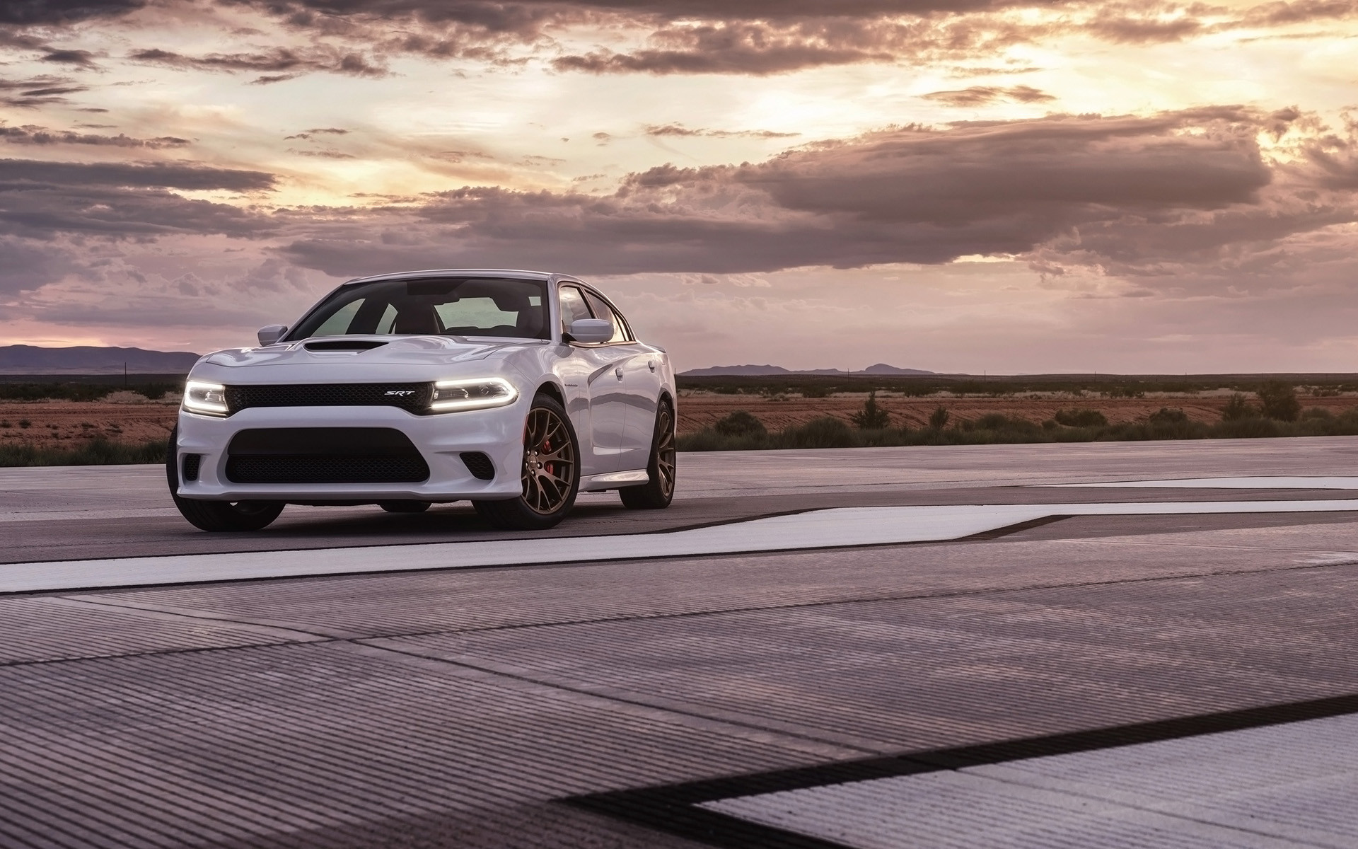 2015 Dodge Charger Srt Hellcat White Track 16 Wallpaper