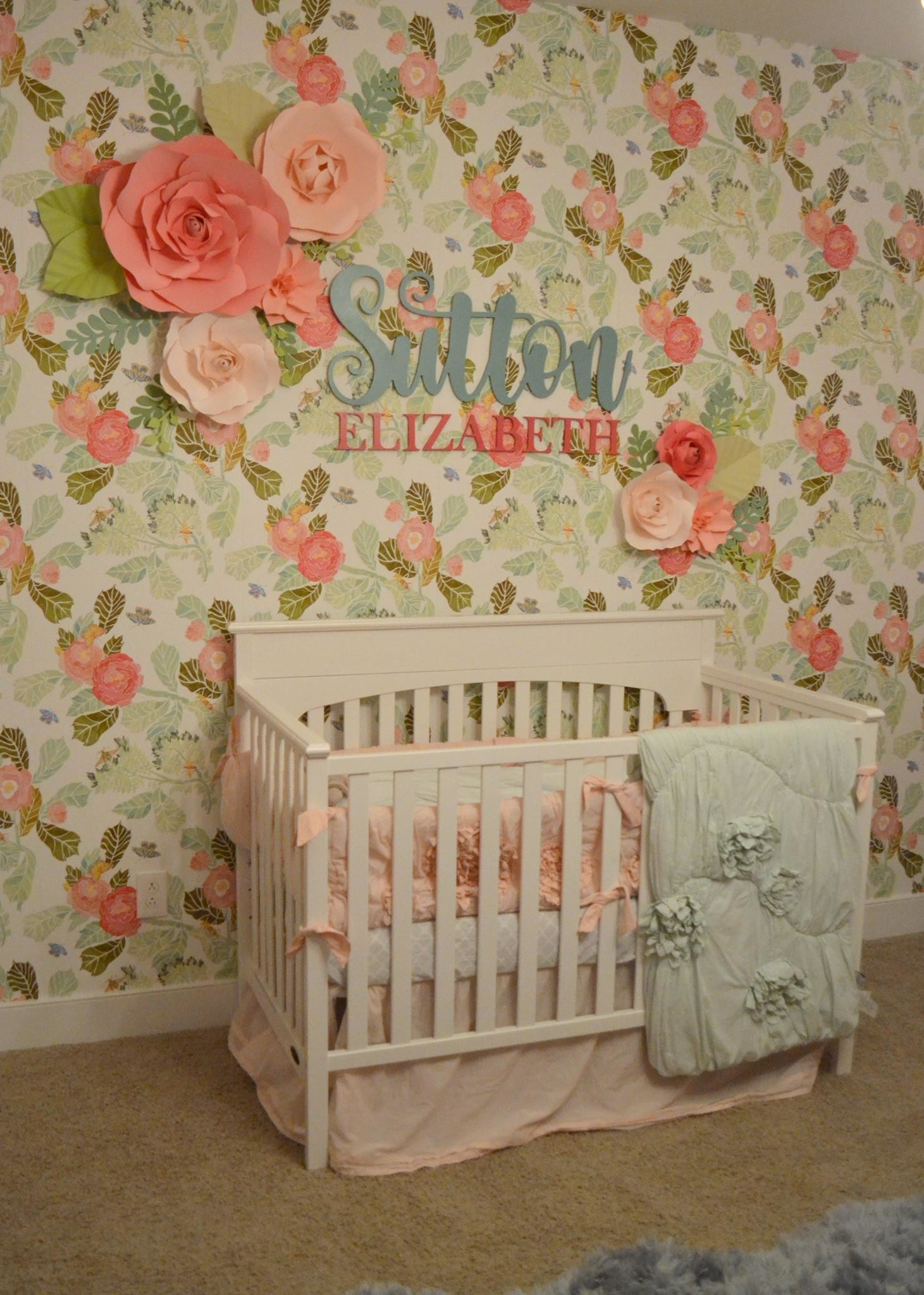 How much are you swooning over this floral nursery wallpaper? It's gorgeous  in a vintage
