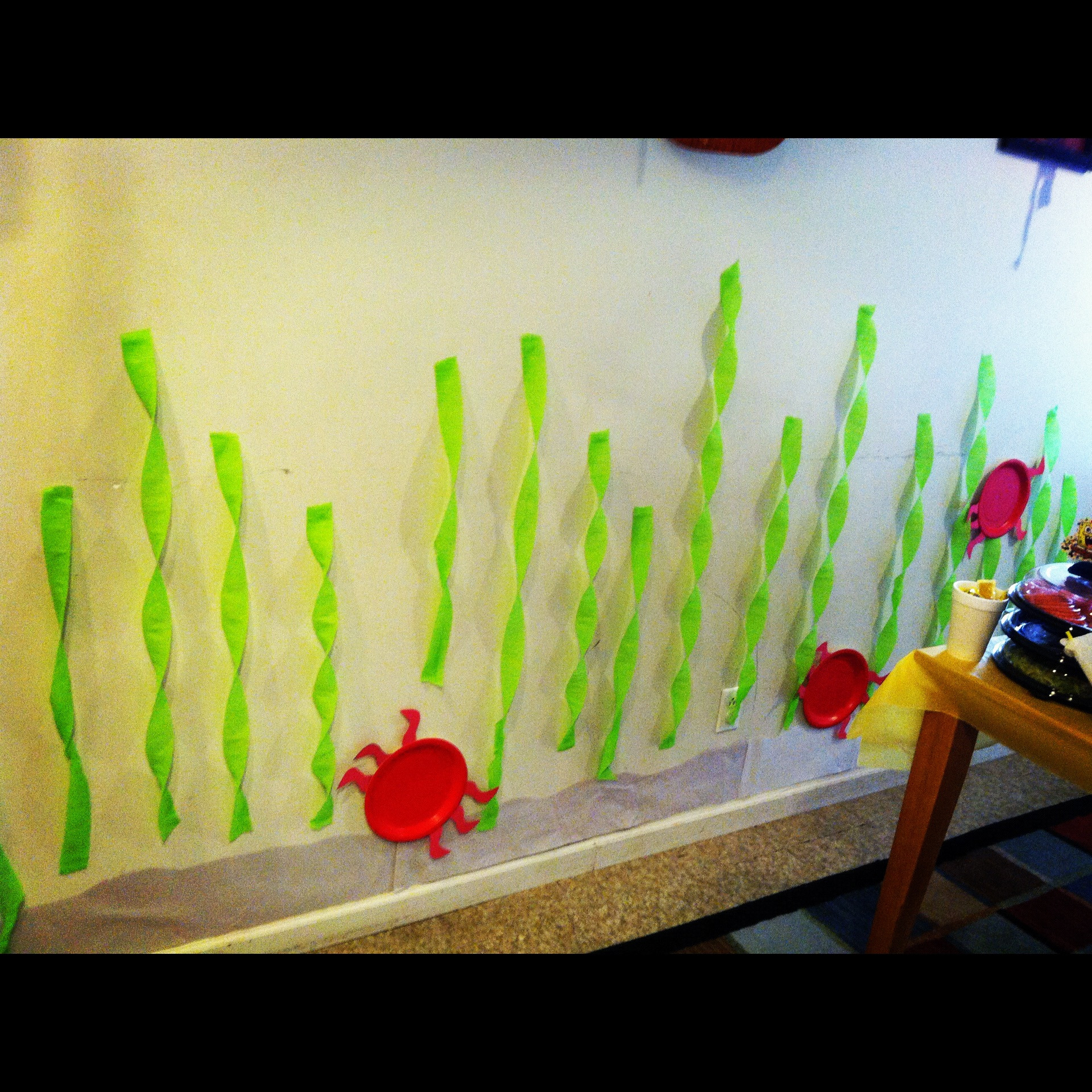 Spongebob party – Kelp Background with little red crabs