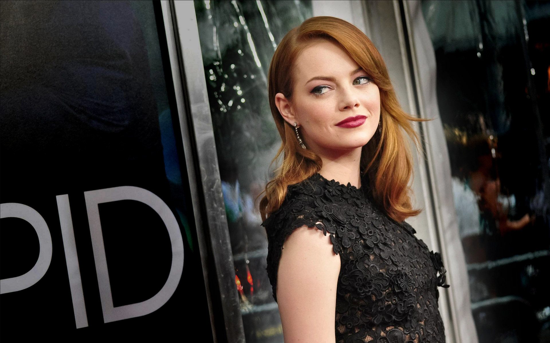 Emma Stone Widescreen Background