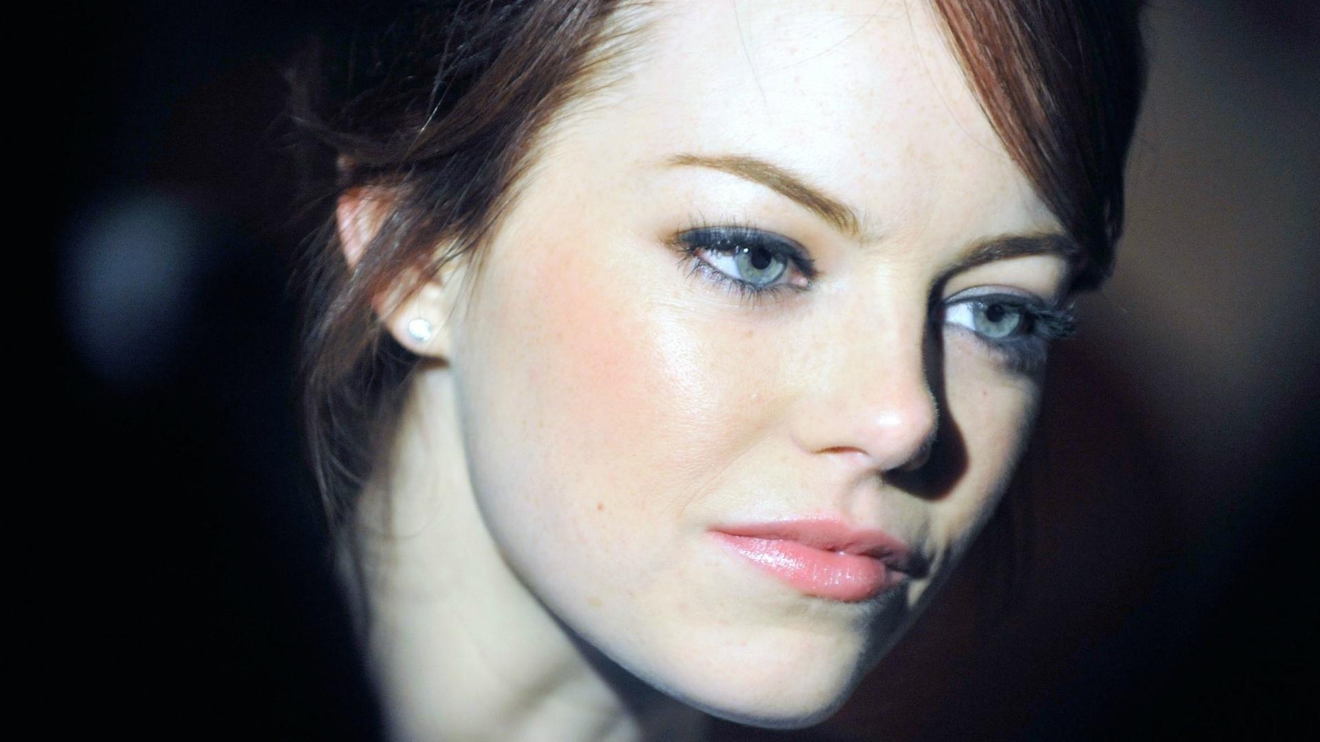 emma stone blue eyes