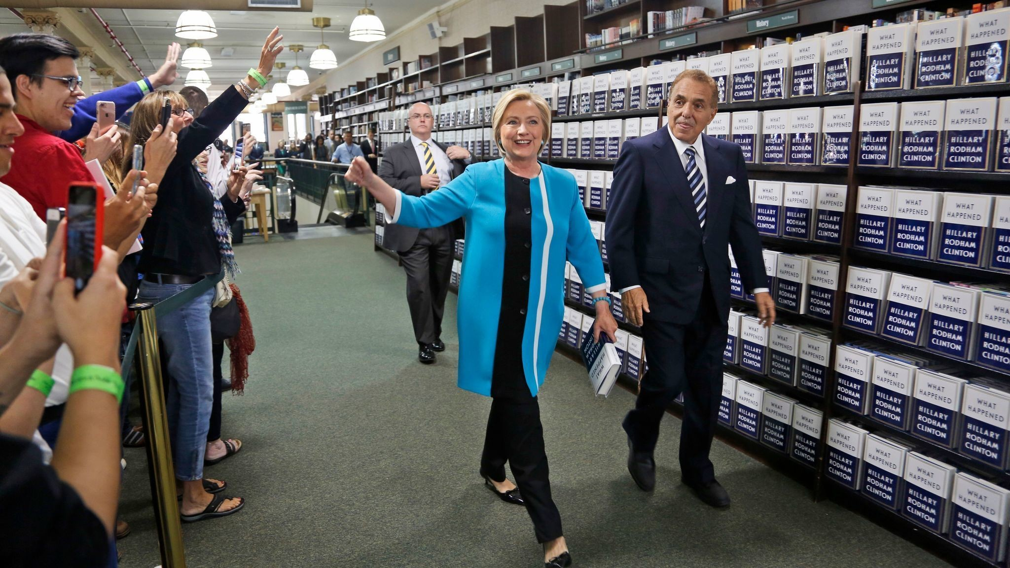 Hillary Clinton, rehashing her loss in a new book, emerges to  less-than-enthusiastic reviews – LA Times