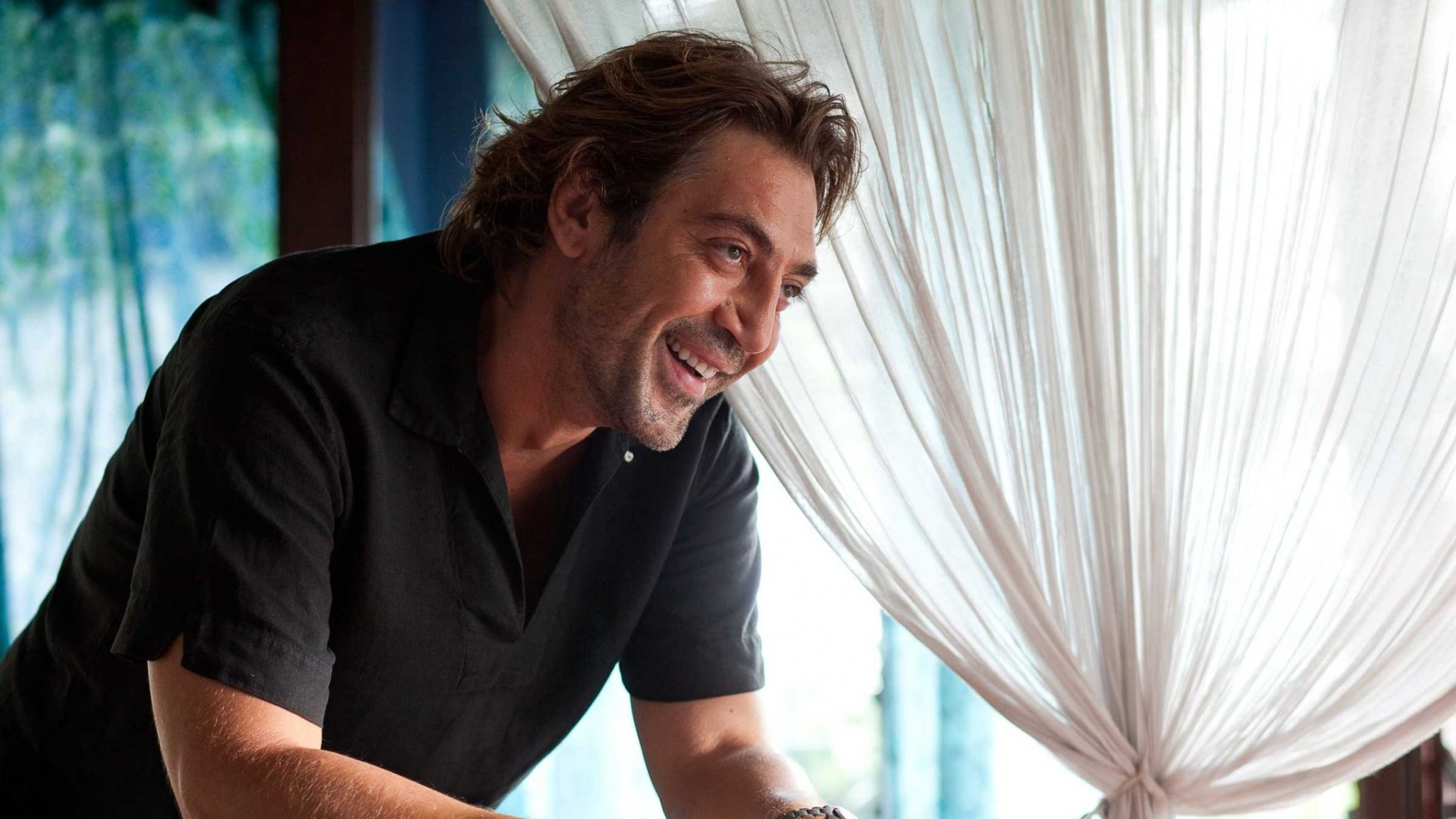 javier bardem smile curly t-shirt actor …