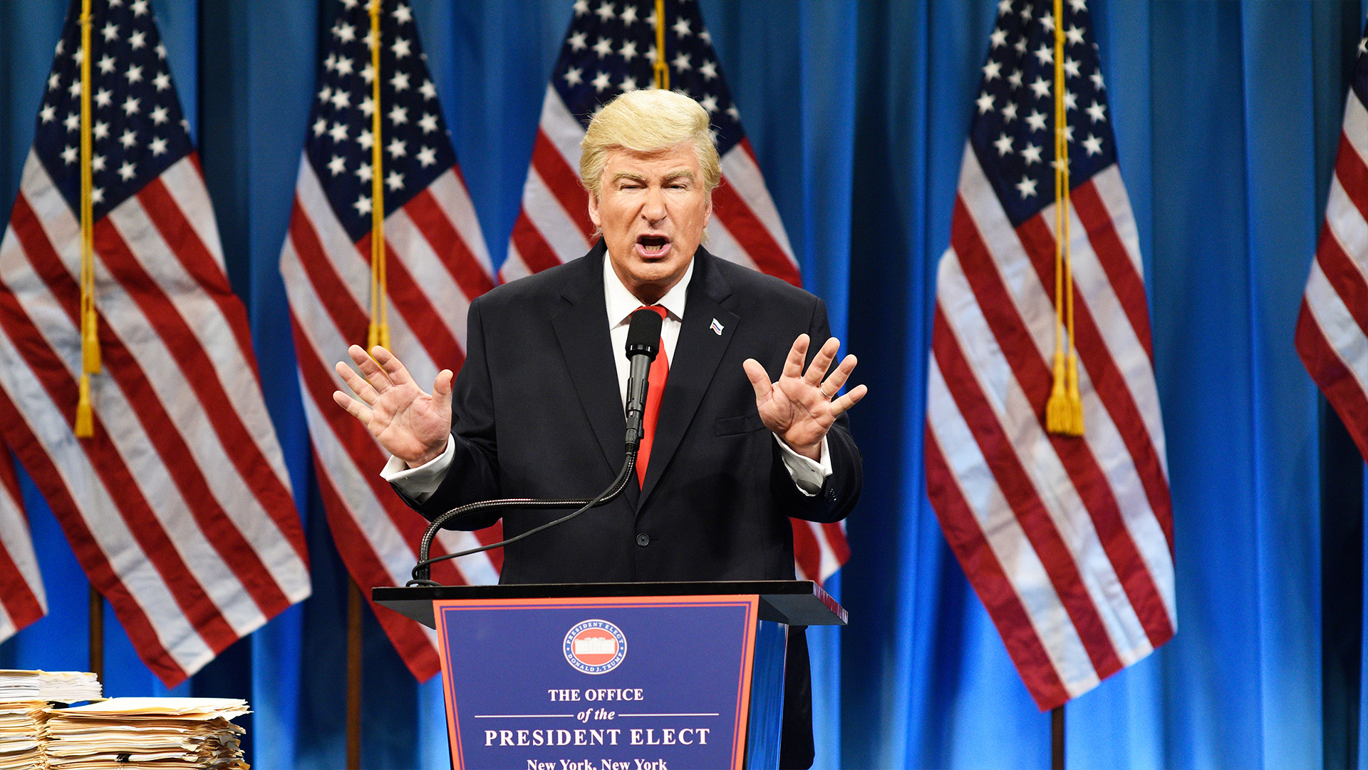 Dominican Newspaper Apologizes After Mistaking Photo of Alec Baldwin for Donald  Trump