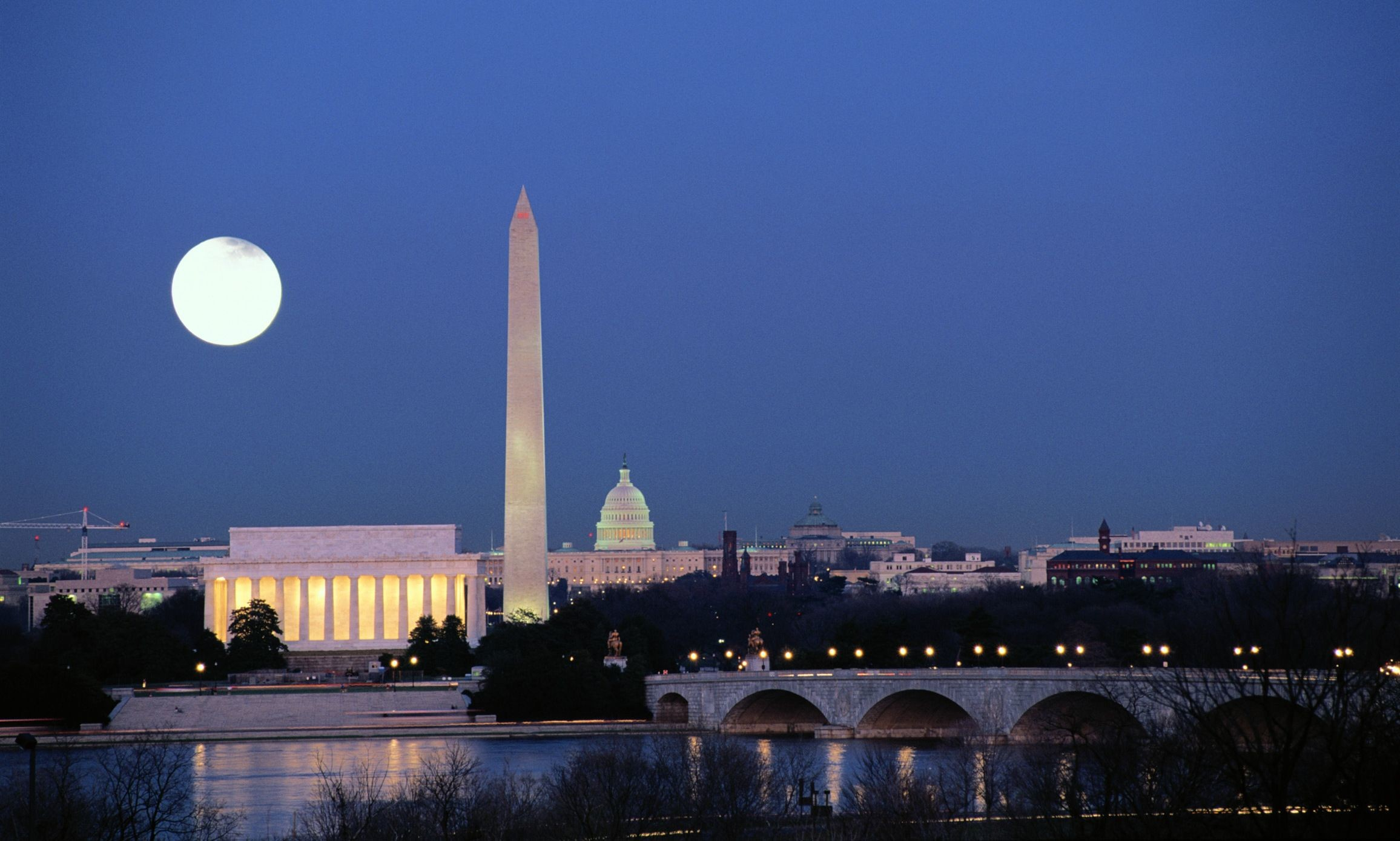 20 Washington DC Monuments at Night