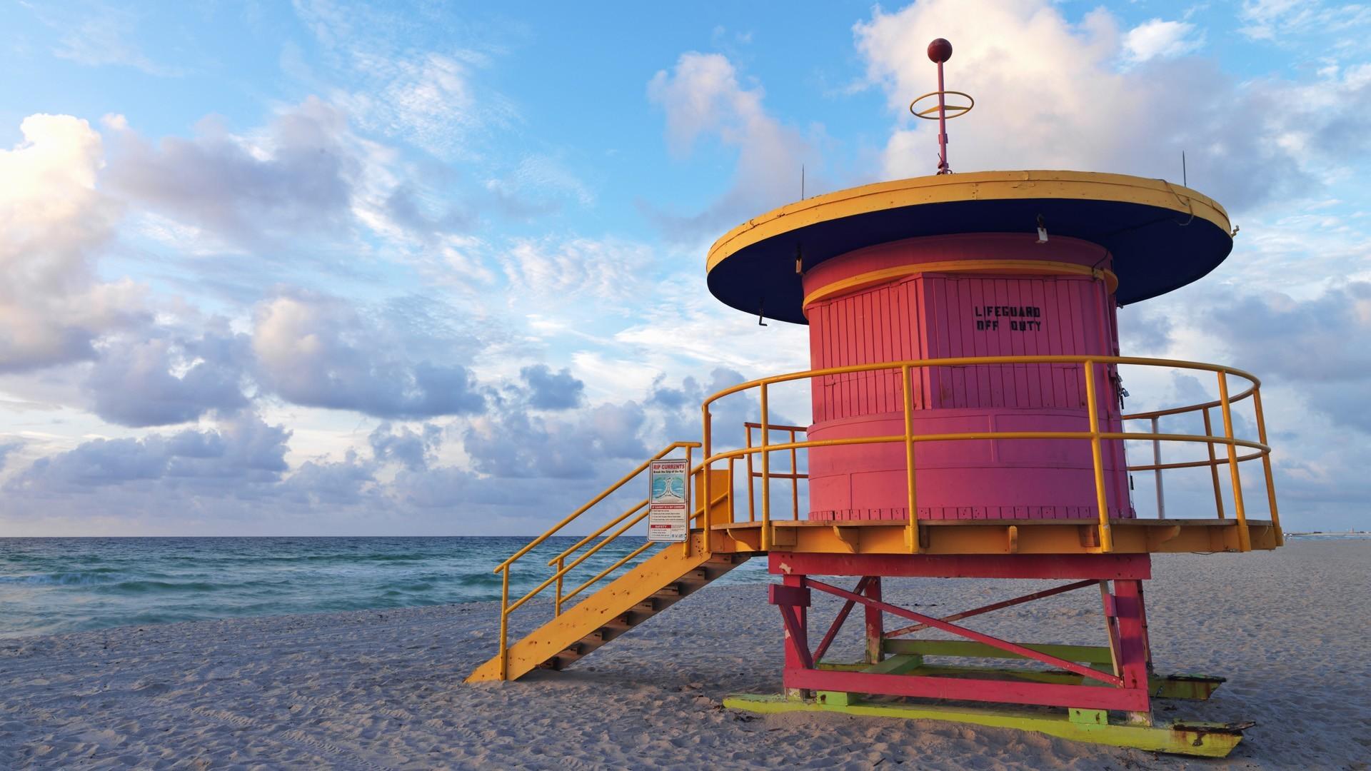 Miami Beach Hut wallpaper