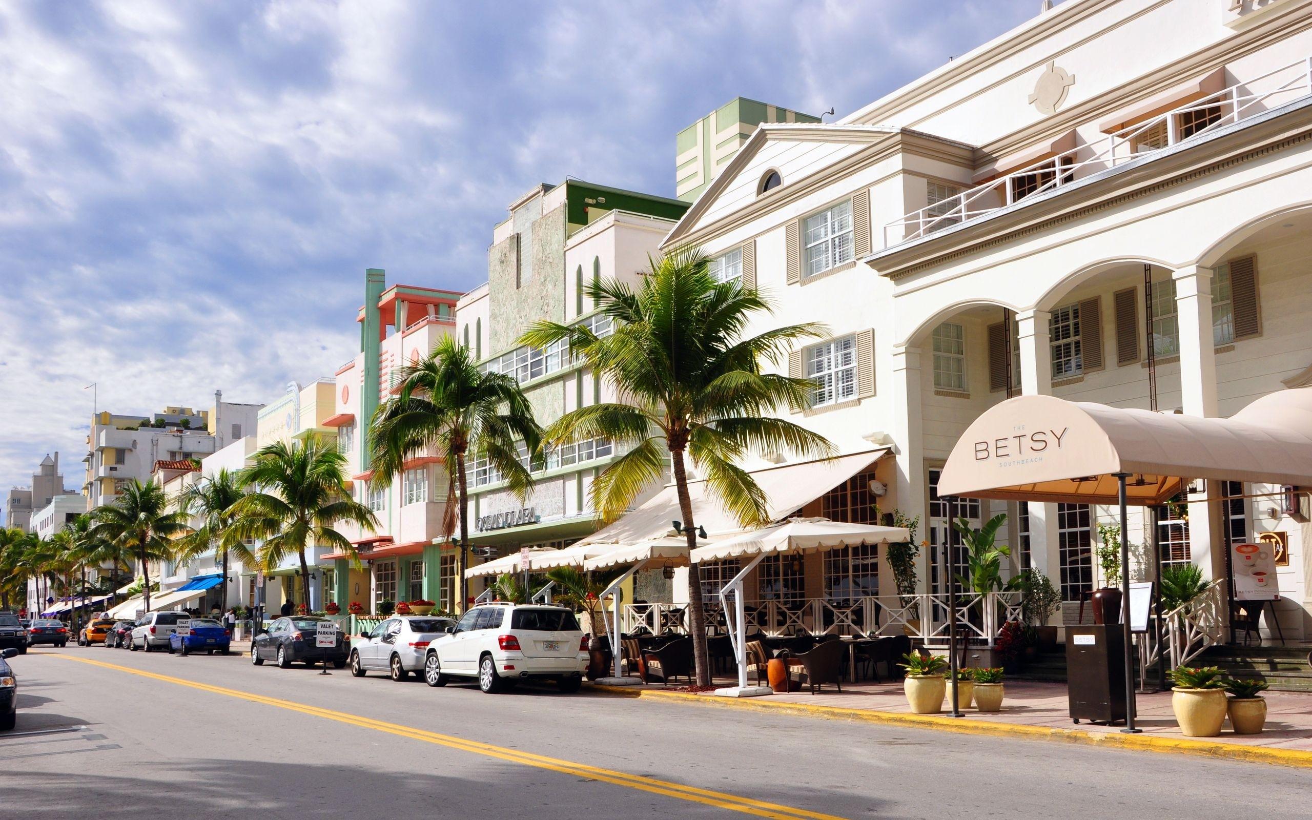 Street cafe in Miami
