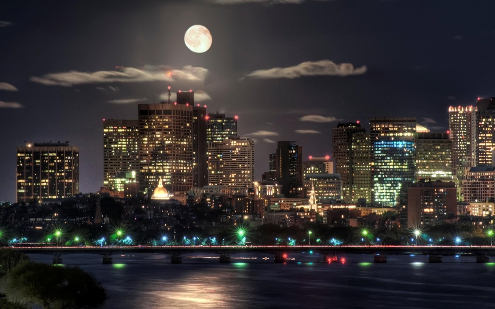 city skyline wallpaper-Moon over boston