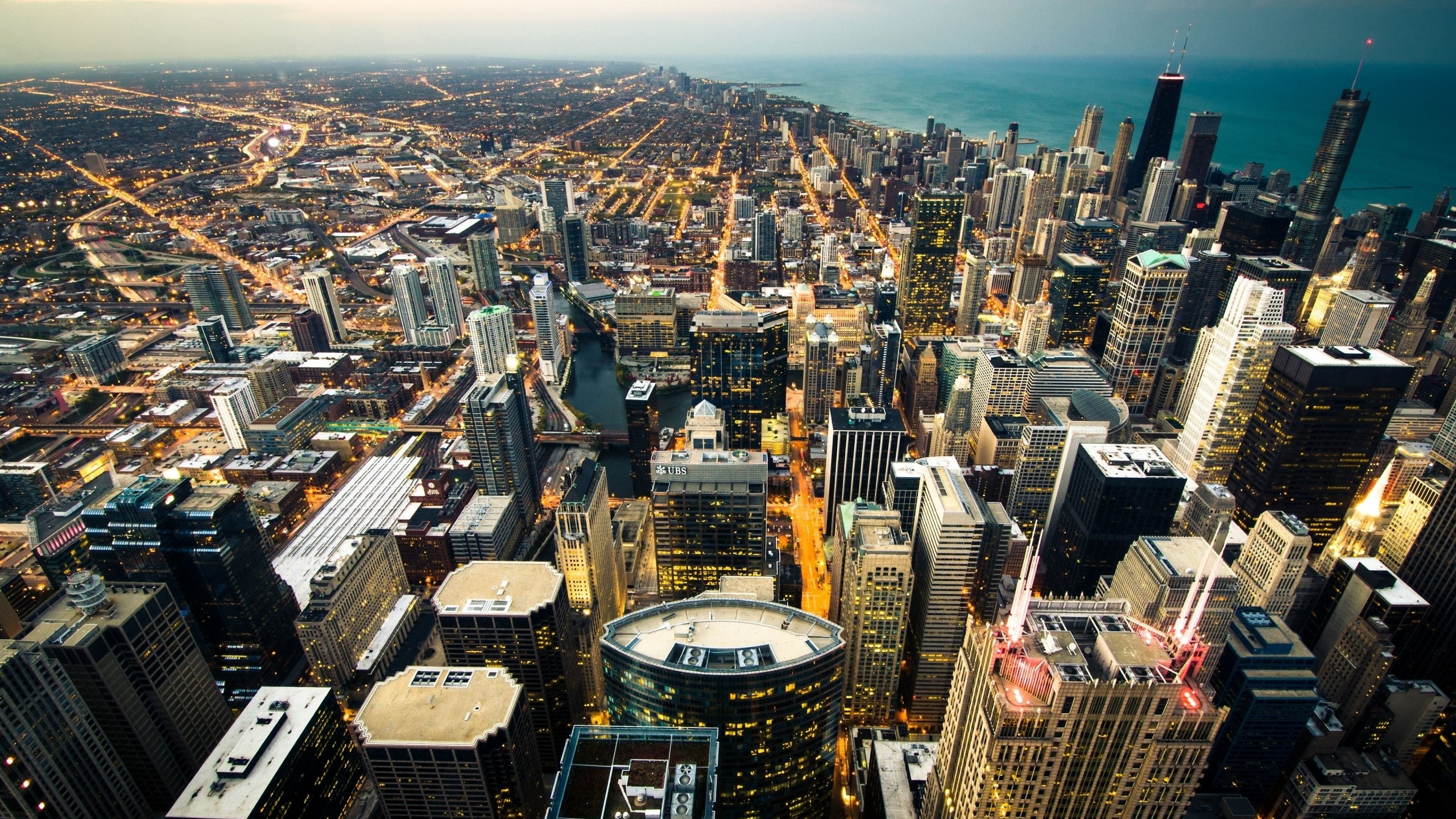 Preview wallpaper chicago, skyline, city lights, coastline 2560×1440