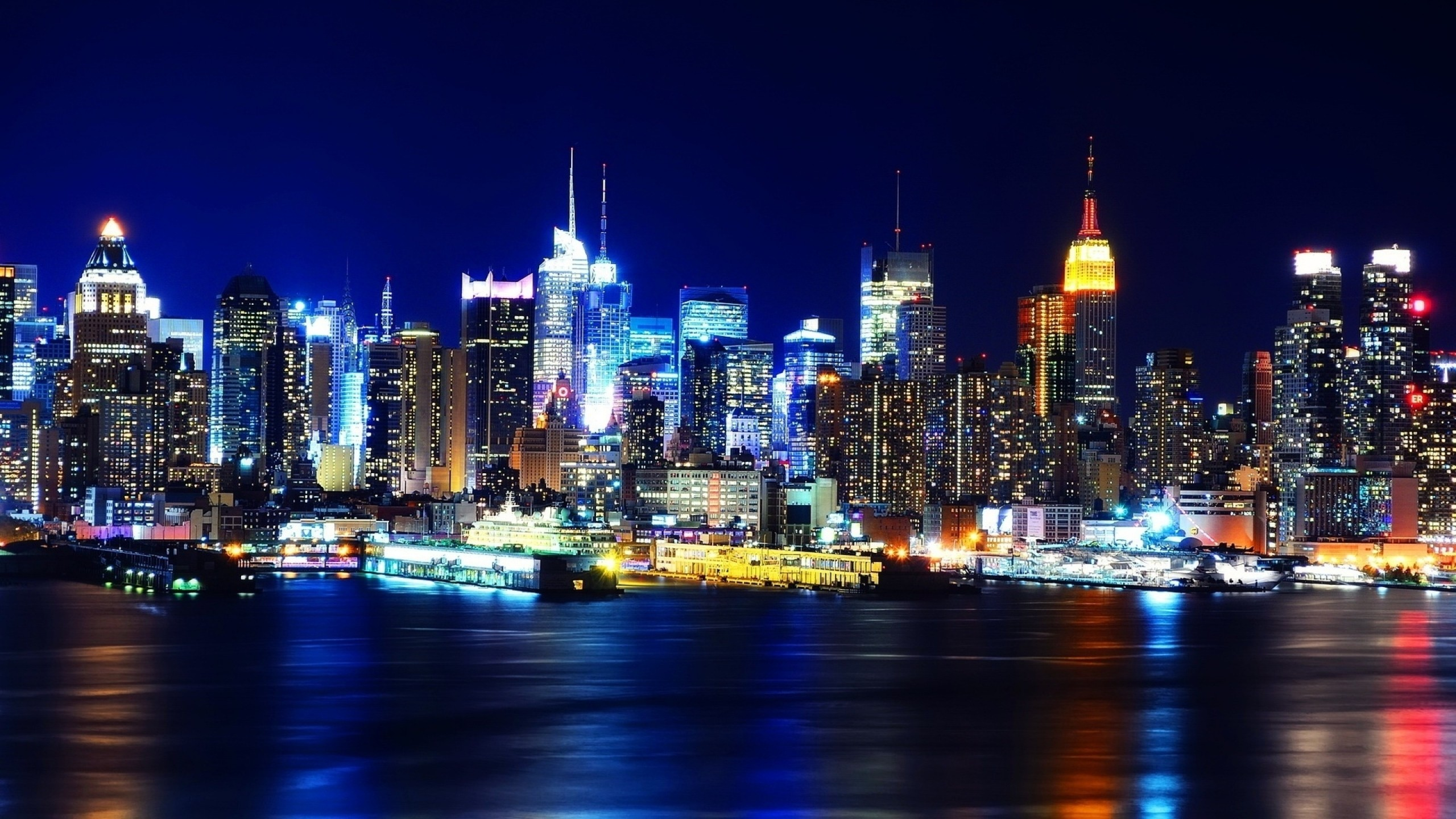 Preview wallpaper new york, night, lights, river, reflection 2560×1440