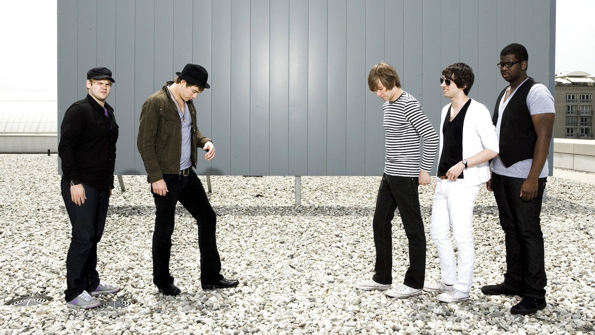 Preview wallpaper plain white ts, band, roof, stones, look 1920×1080