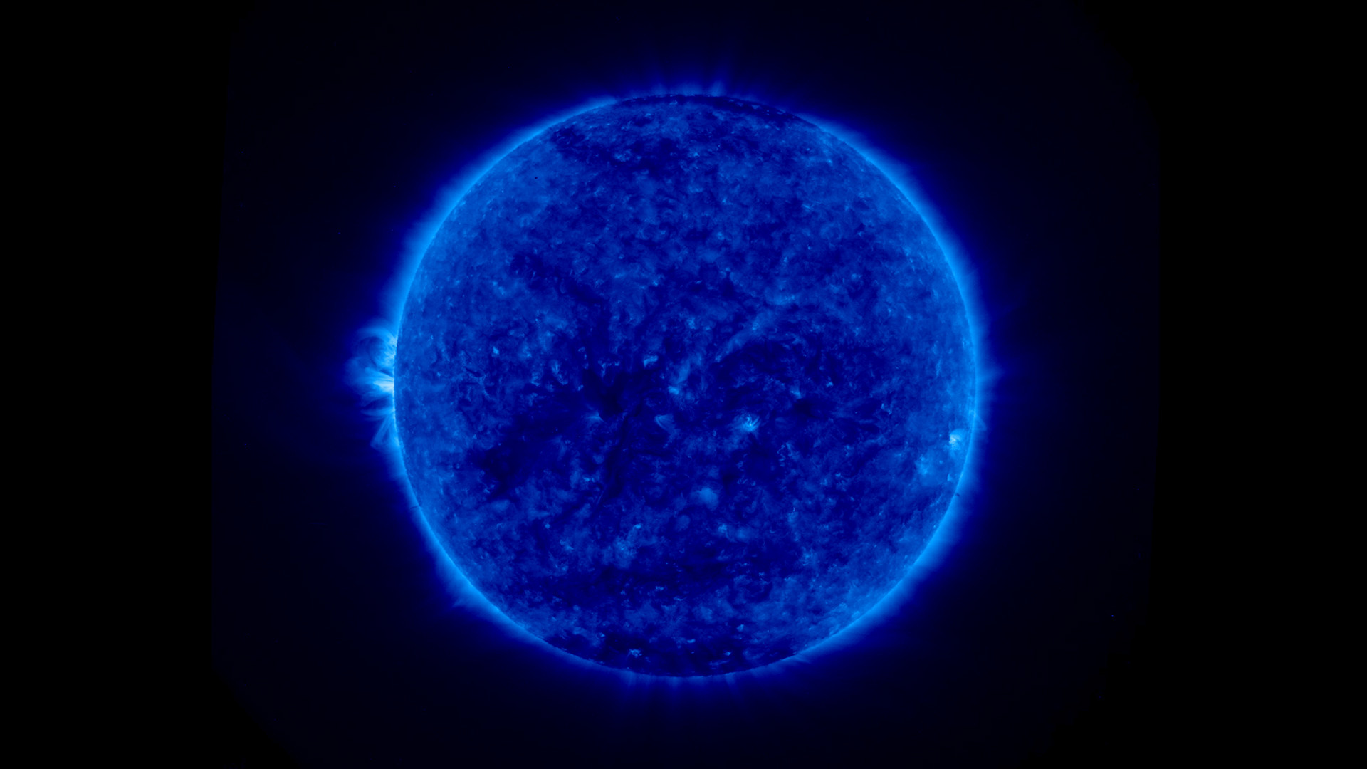 Images above: Images of the full sun. On the left is the 2-D image and on  the right is the 3-D image. Click on thumbnails for high resolution images.