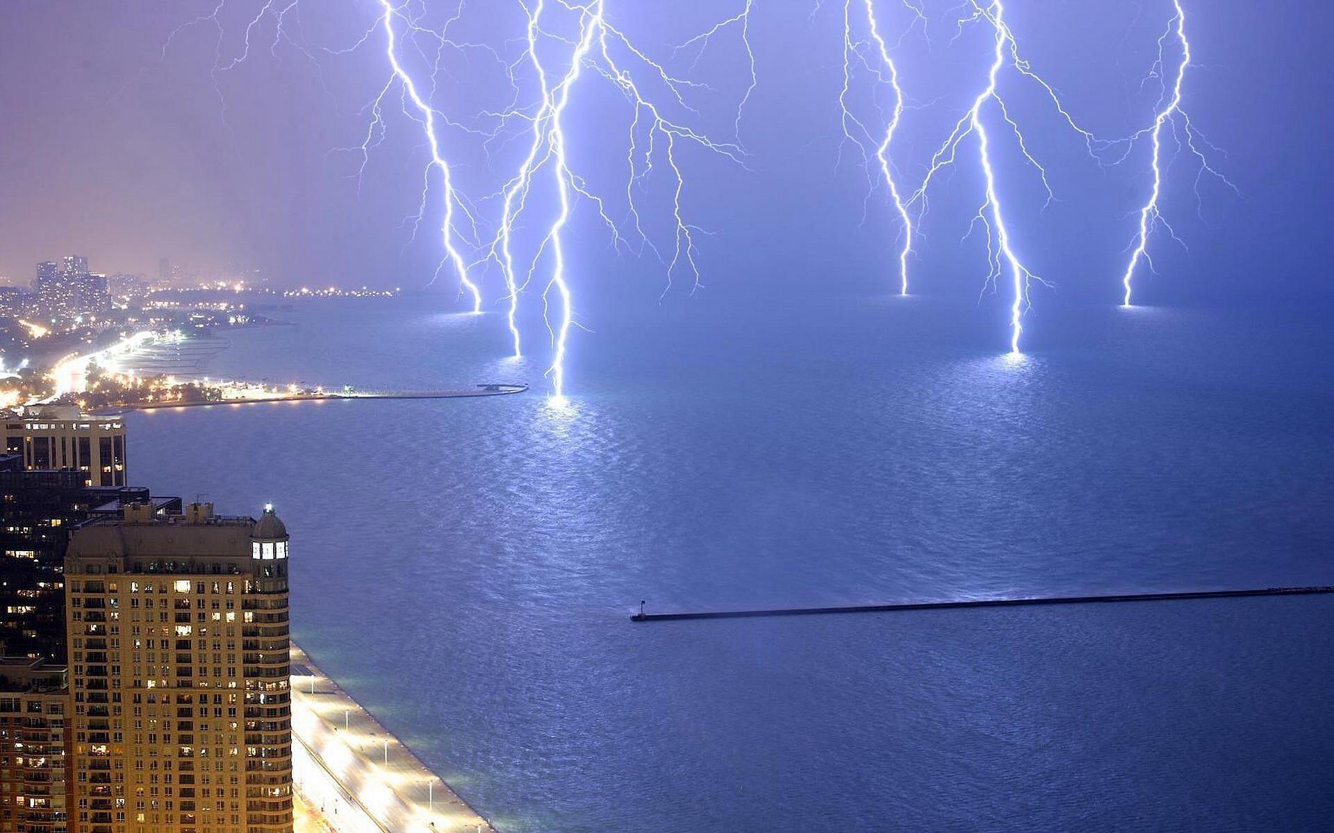 Lightning Strike on Water   HD Wallpaper