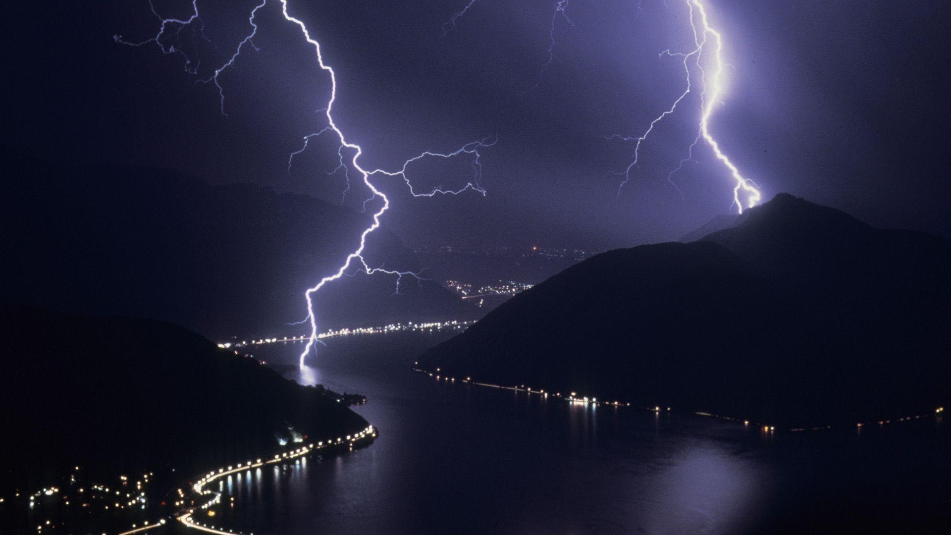Wallpaper Lightning