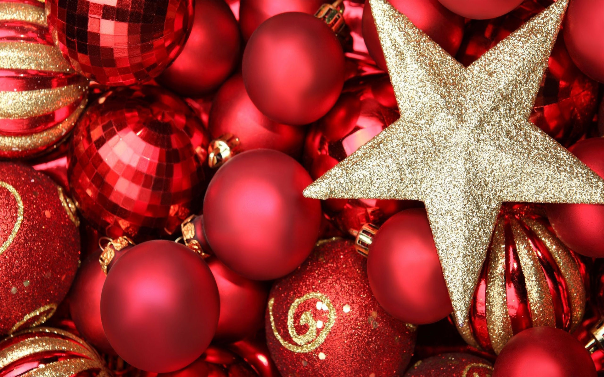 Red & gold Christmas ornaments HD wallpaper