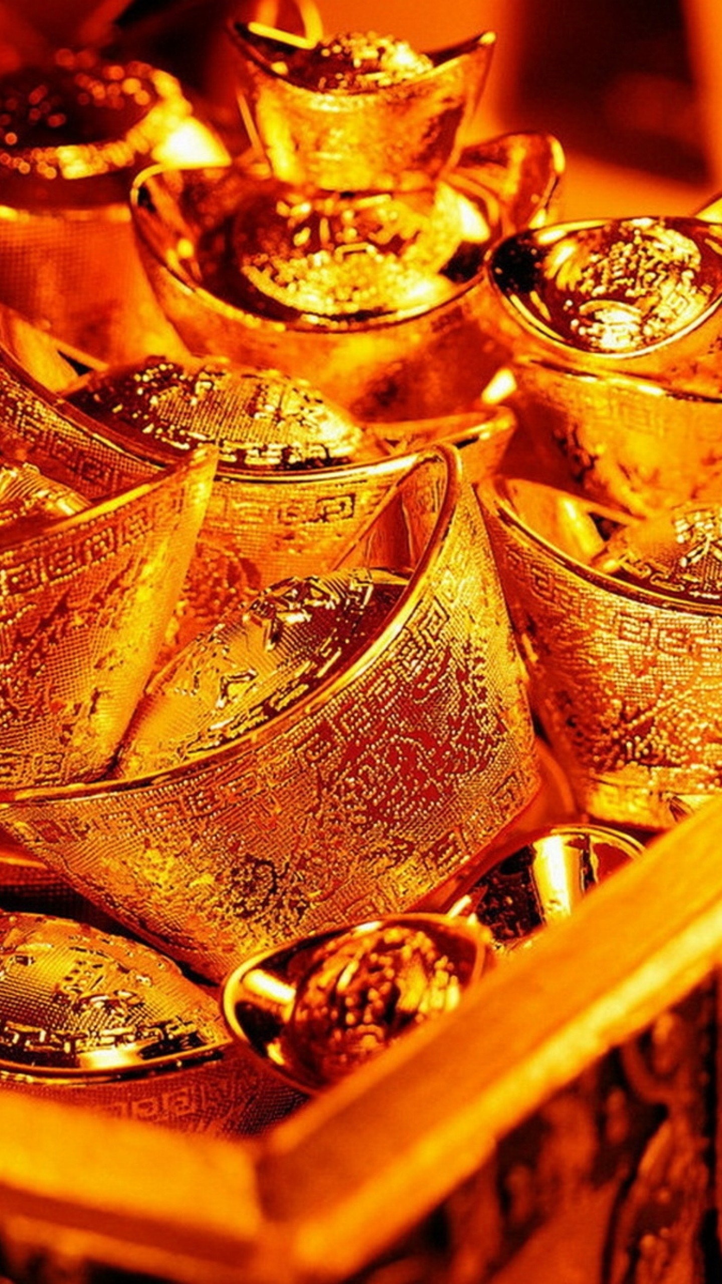 Preview wallpaper gold, chest, precious 1440×2560