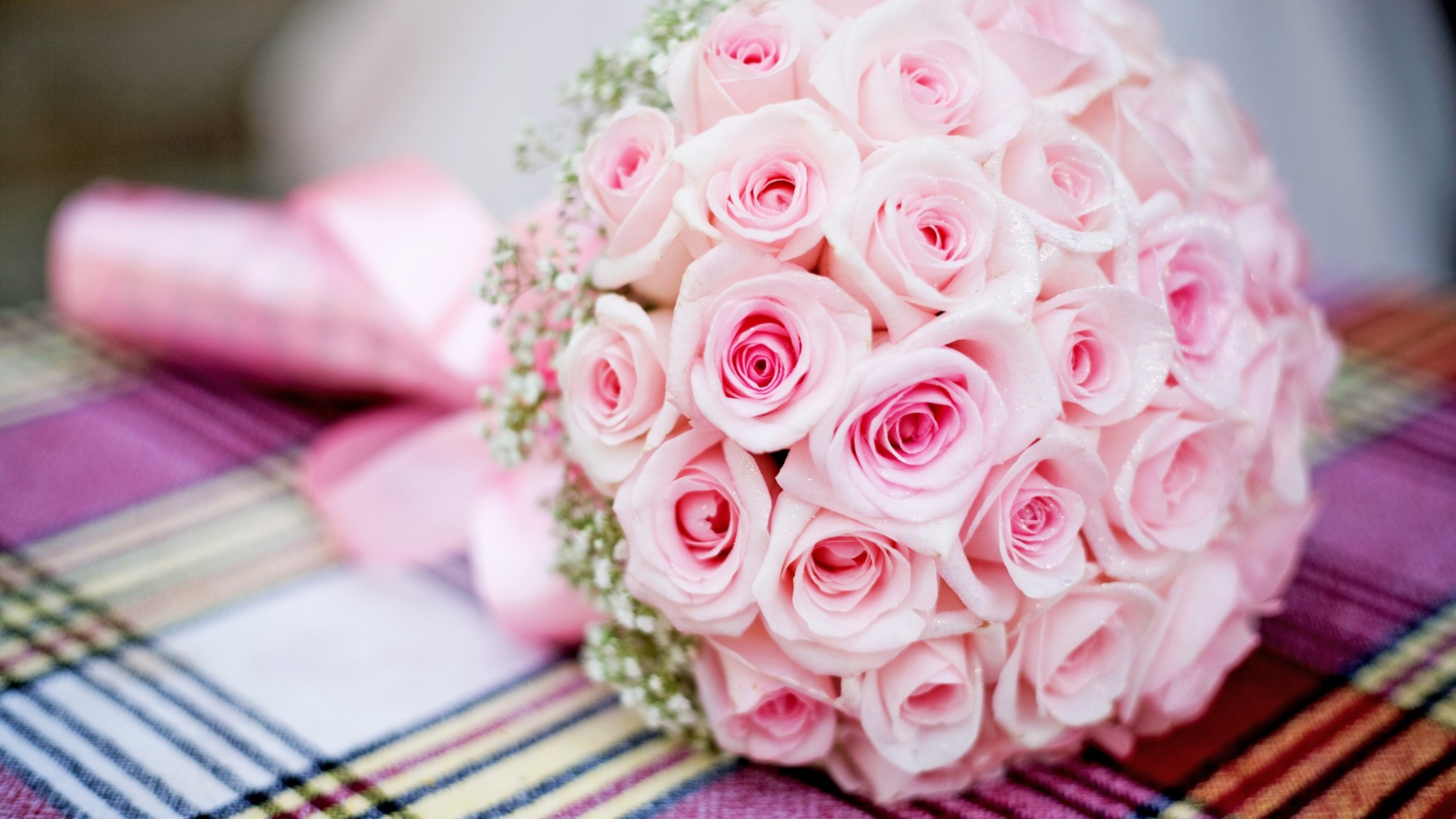 Preview wallpaper pink, bouquet, roses, wedding 2048×1152