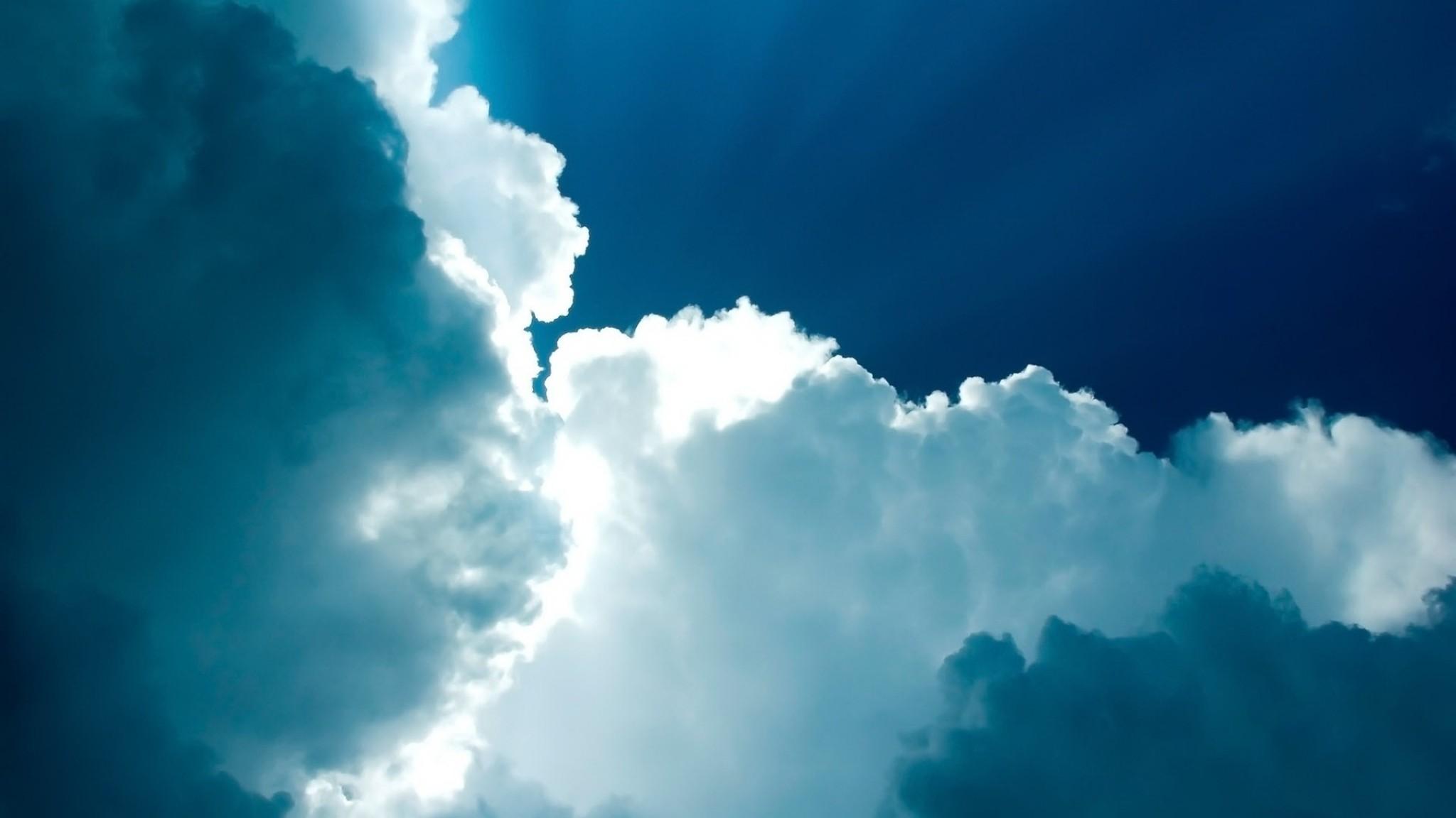 Wallpaper sky, blue, clouds, light, beams, from below