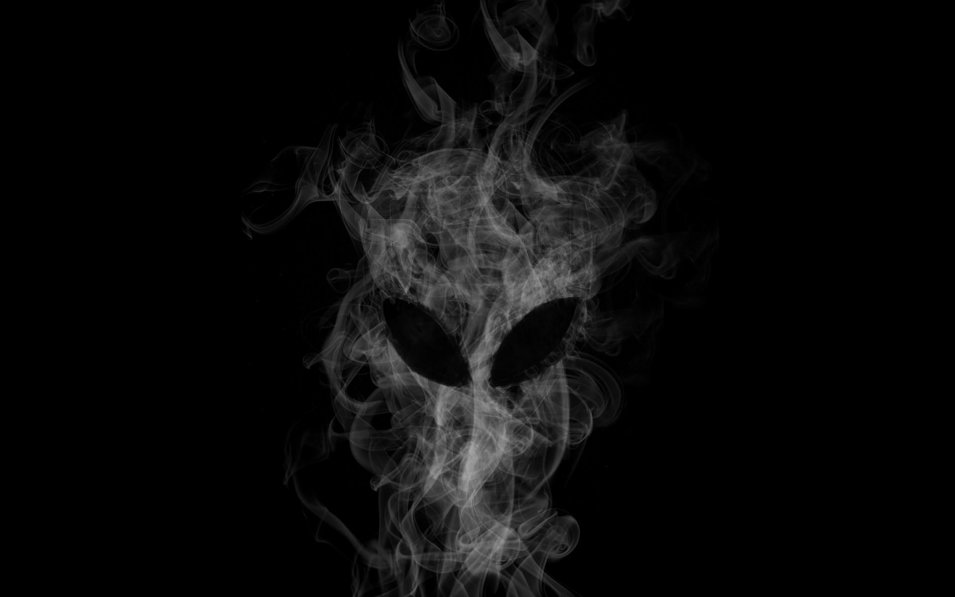 Alienware Desktop Background Black Smoke Alien Head 1920×1200