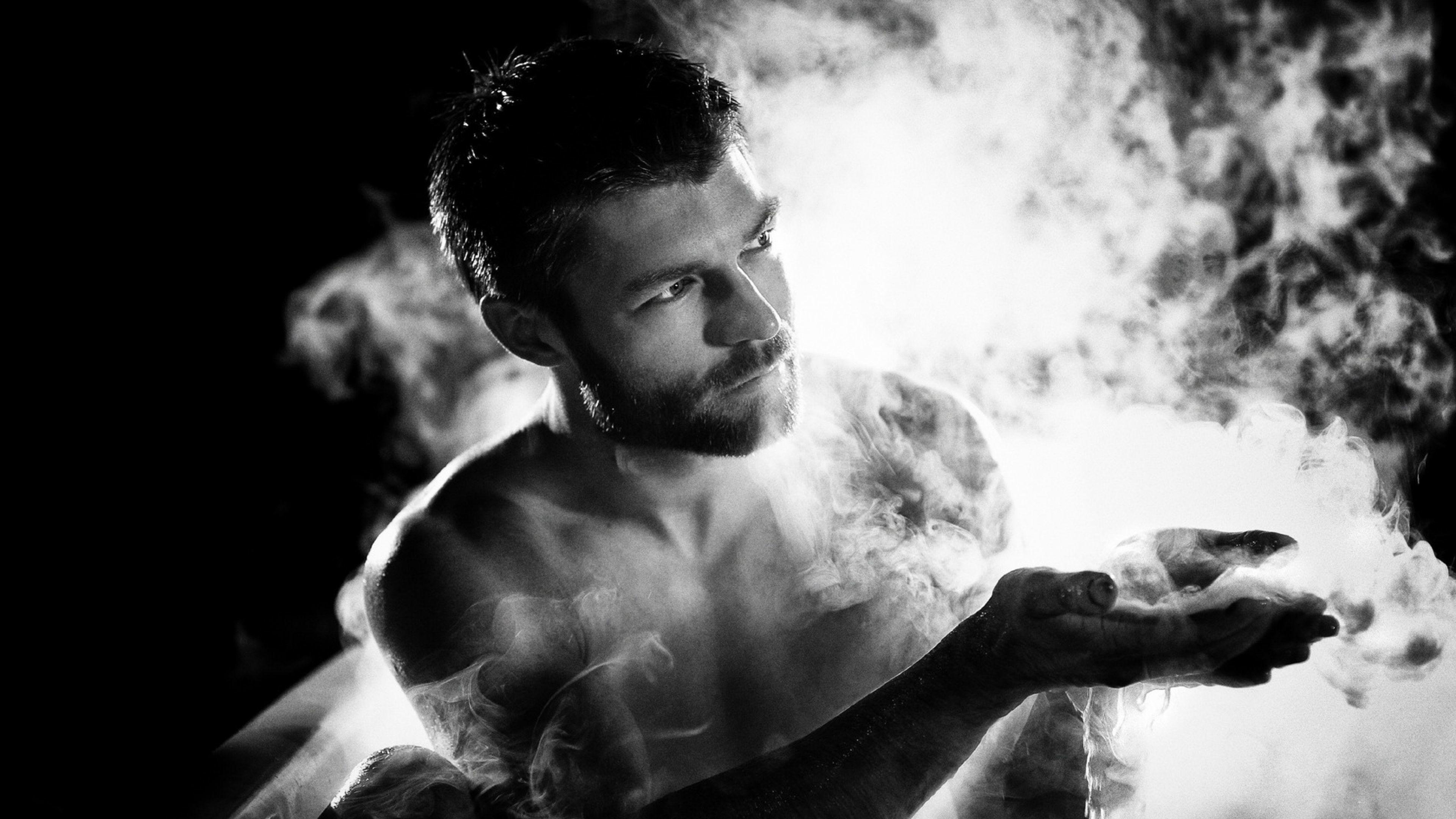Download Wallpaper Man, Smoke, Black, Black and white 4K .