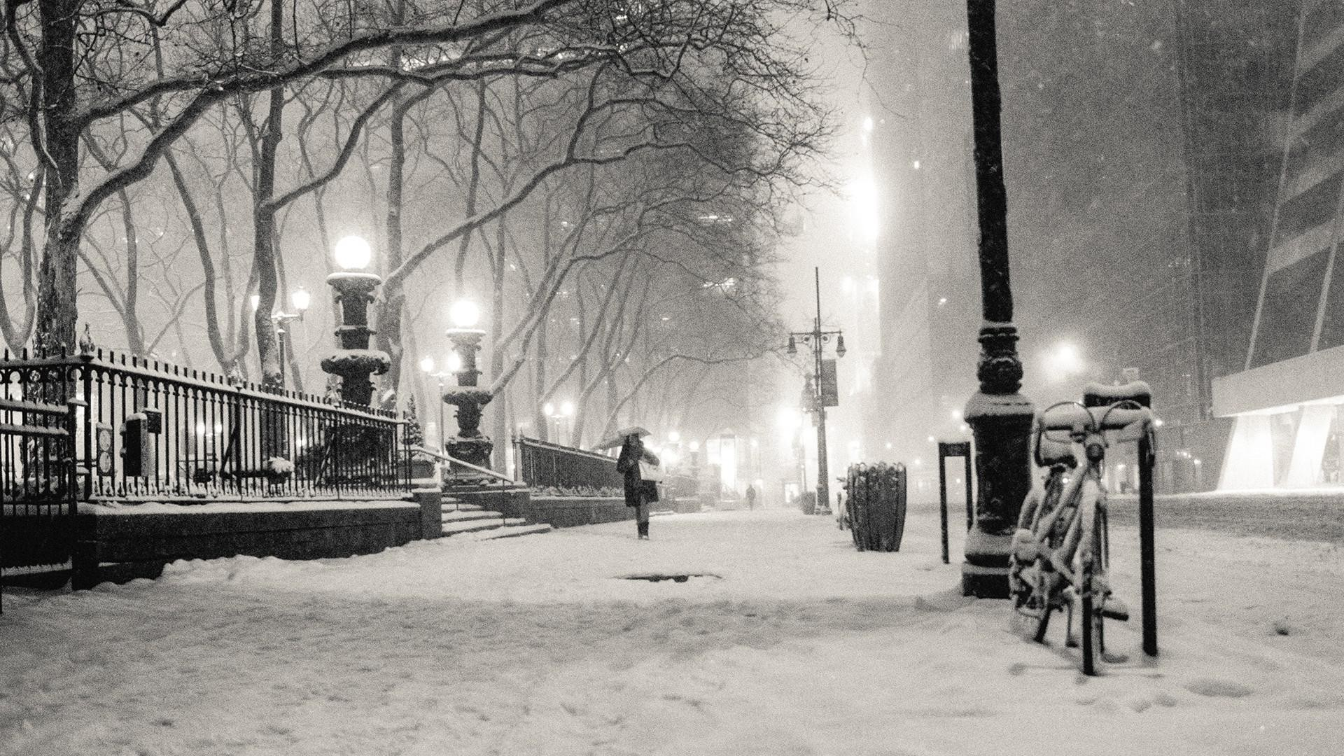 New York city in black and white wallpaper.