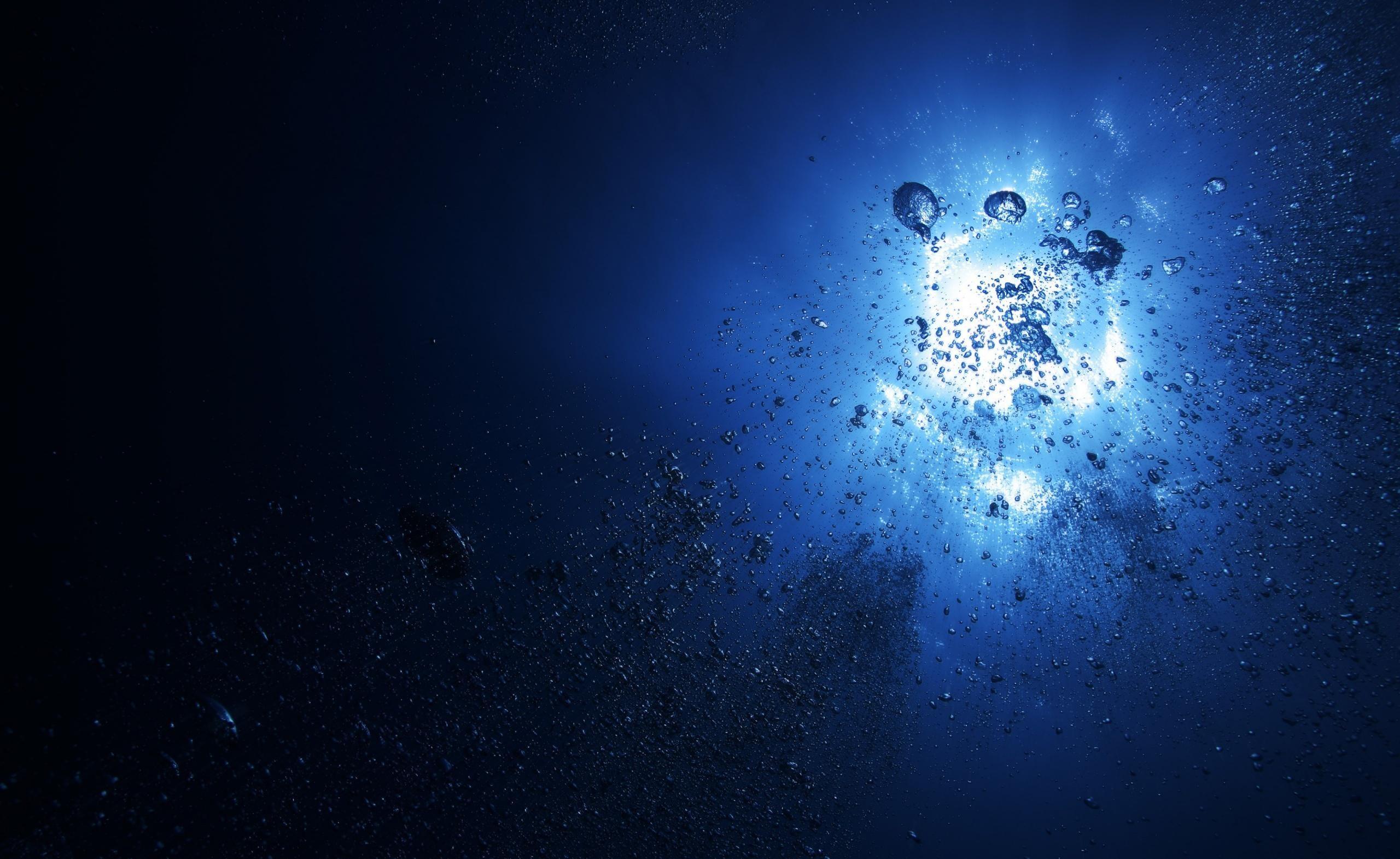 Water-light-bubbles-depth-dark-blue-background