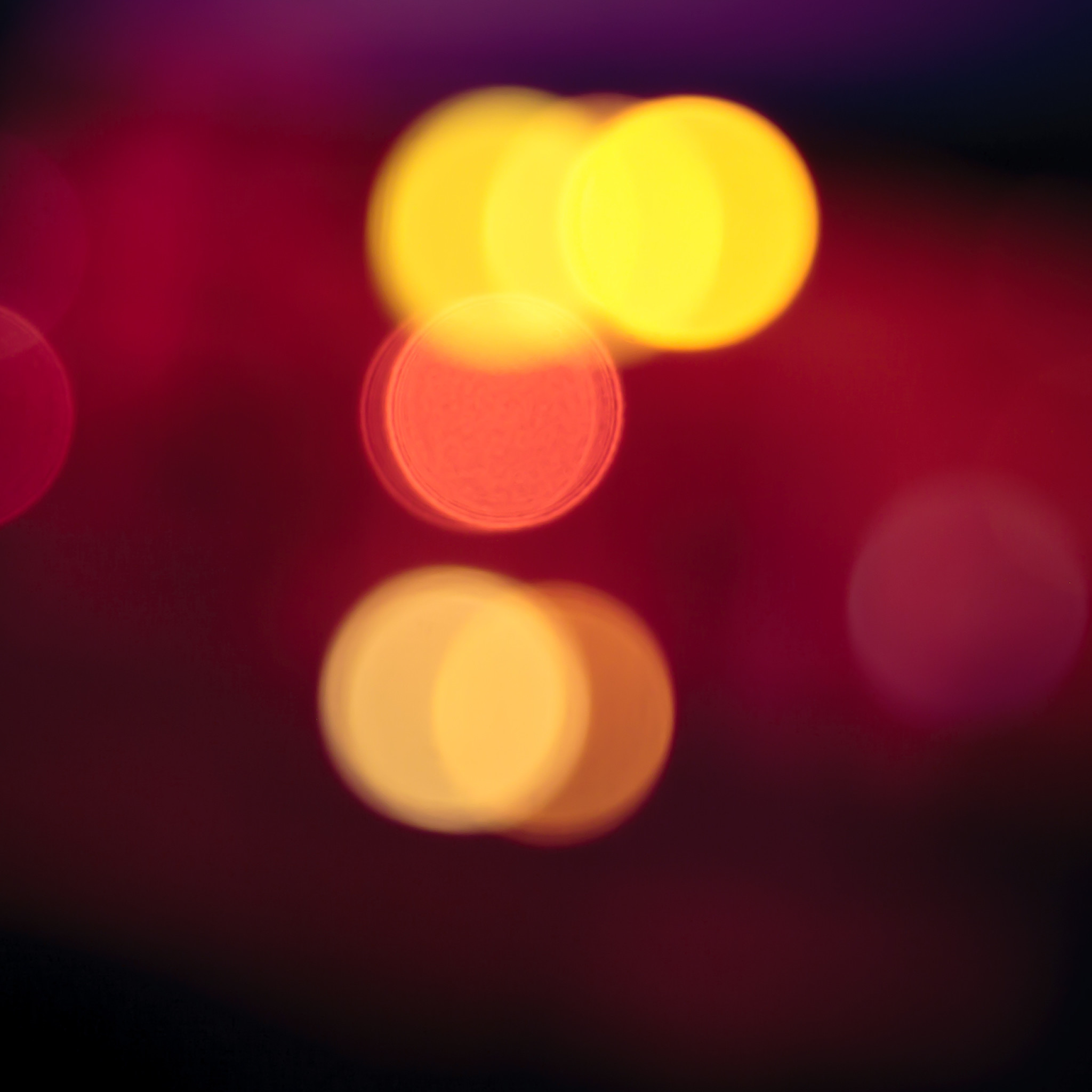 2674 0: Red Light Blur iPad wallpaper