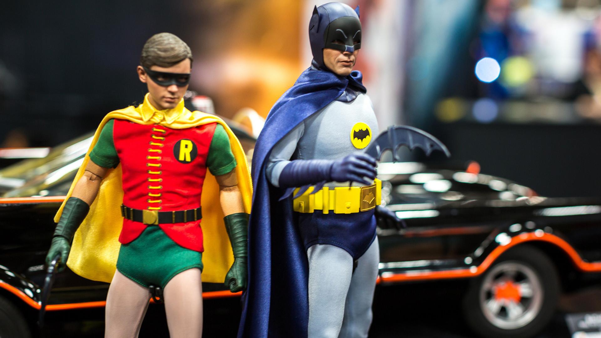 Hot Toys Batman 1966 Sixth Scale Figure
