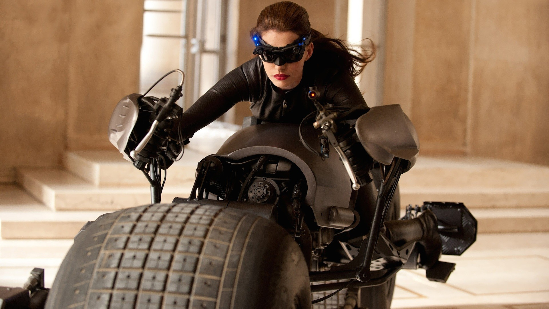 Anne Hathaway – Catwoman Wallpaper – 9