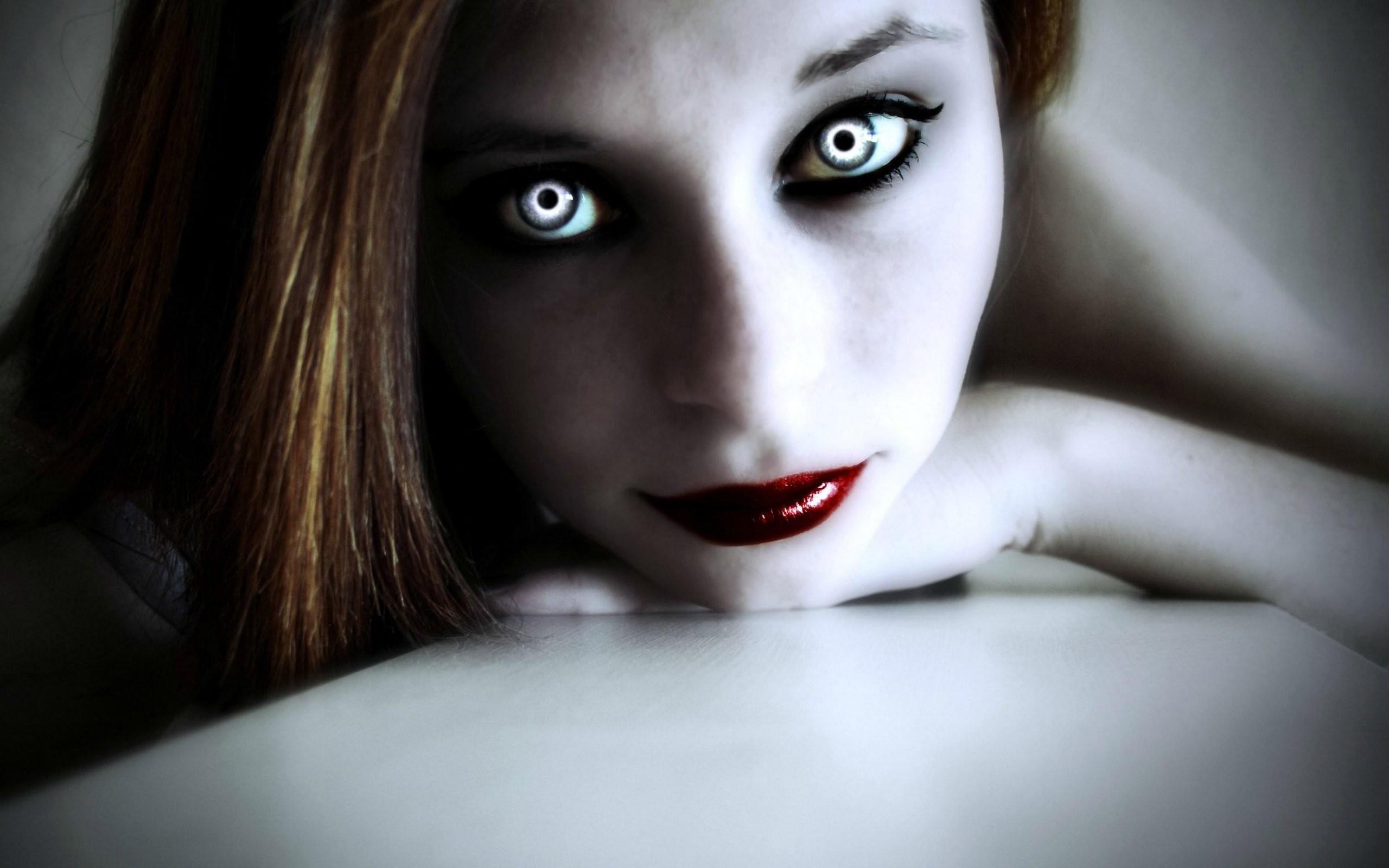 Filename: 4508-vampire-woman.jpg