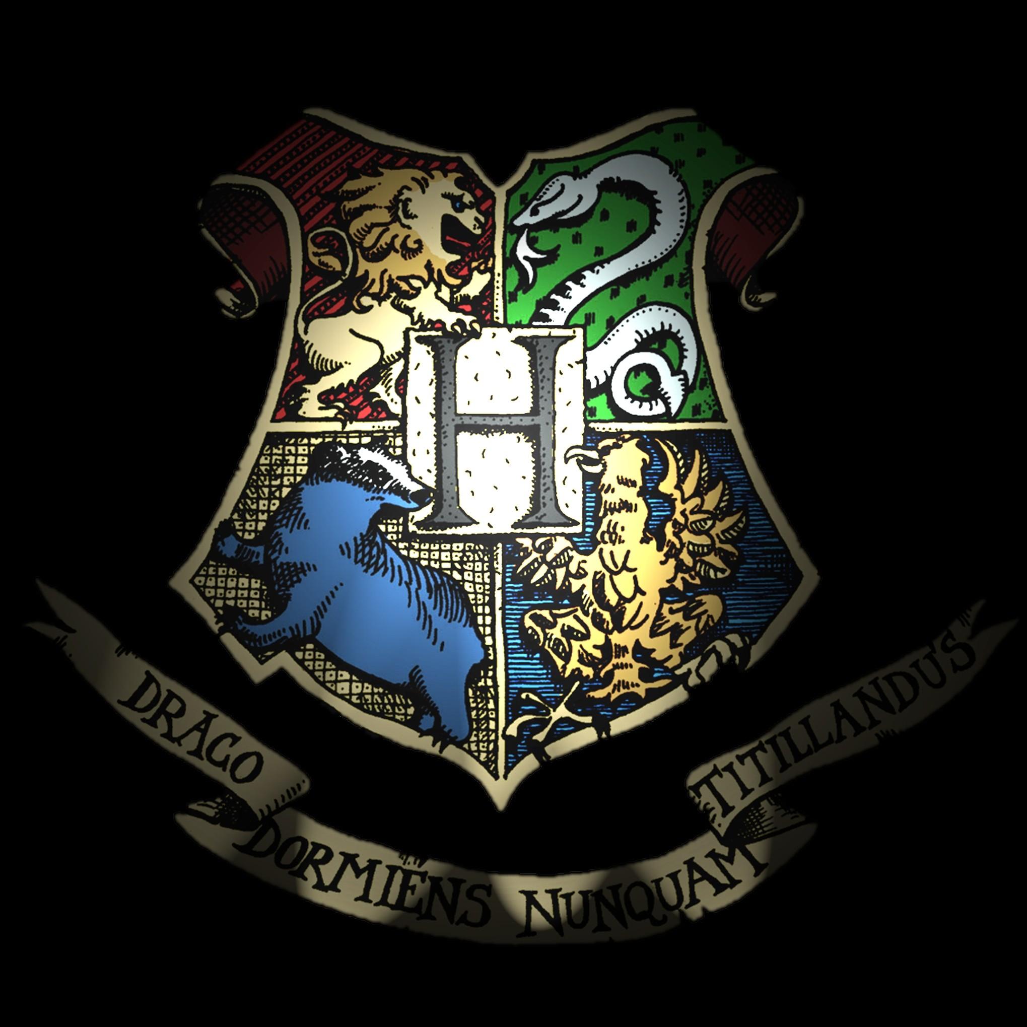 Harry Potter Hogwarts Crest Wallpaper Harry potter fans can now