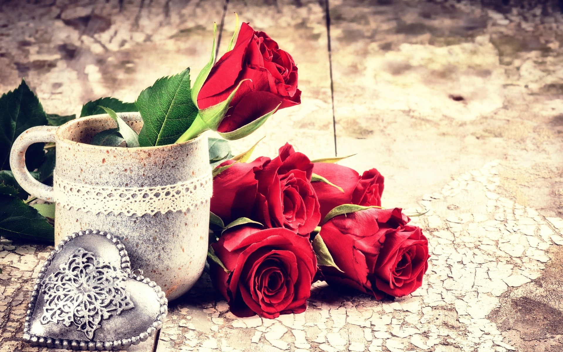 Red rose flowers and metal heart love wallpapers