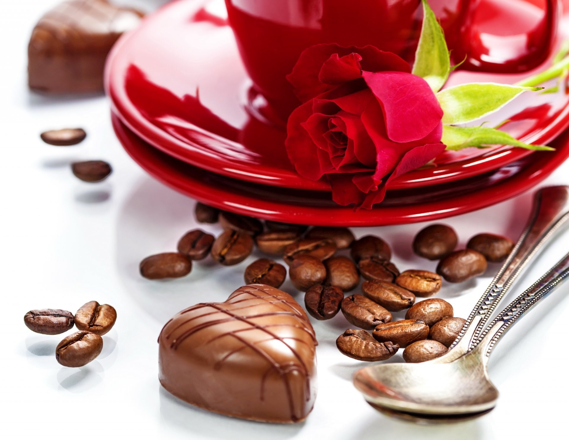 valentine's day love heart romantic roses rose heart candy chocolate coffee  dish spoon