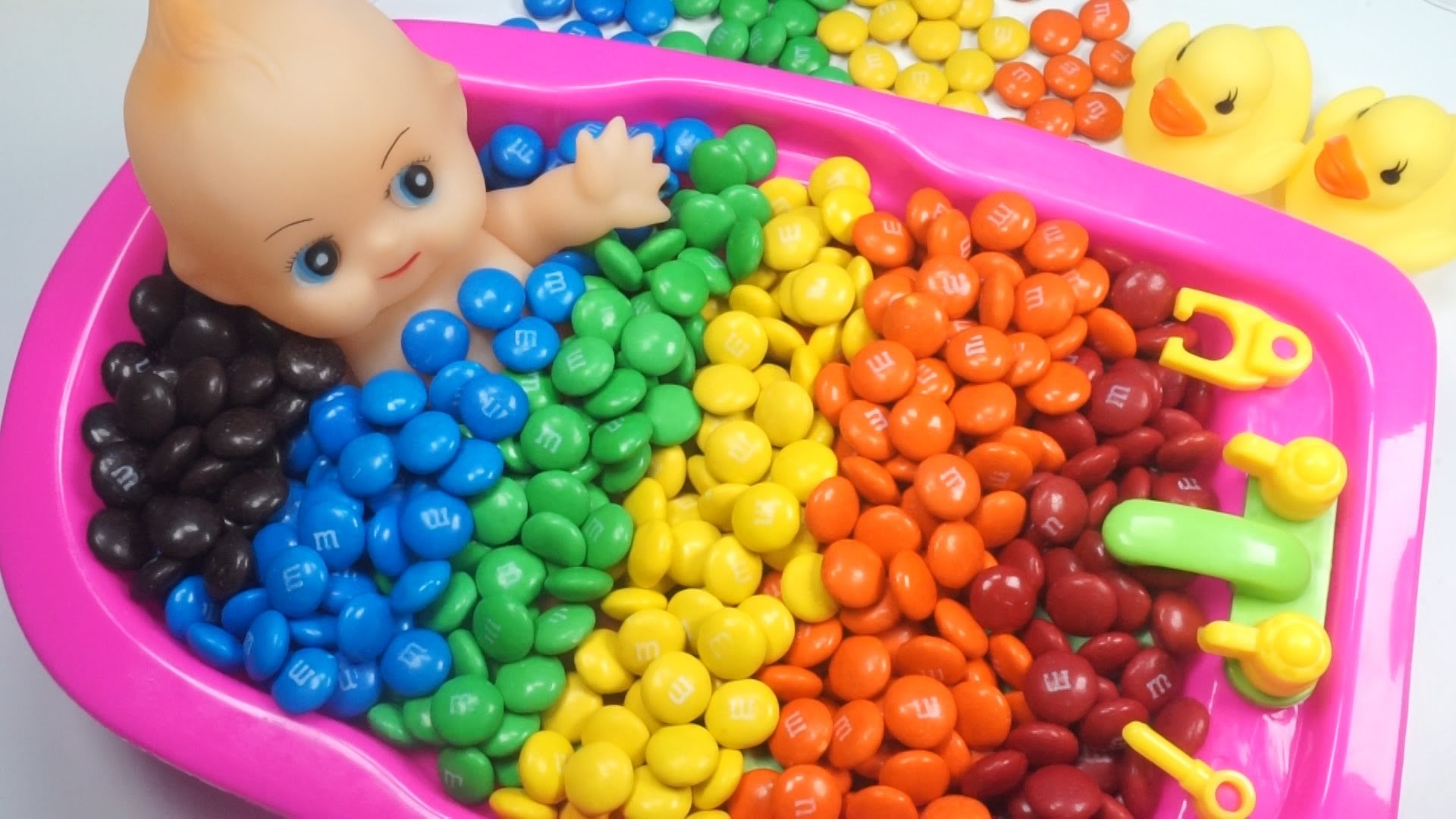 Learn Colors Baby Doll Bath Time M&M's Chocolate Candy How to Bath Baby  Videos Kids Pretend Play – YouTube